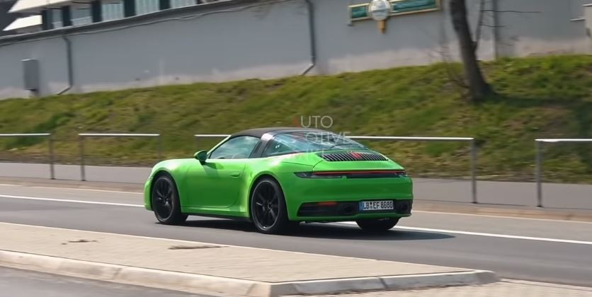 2018 - [Porsche] 911 - Page 16 992-porsche-911-targa-rumors-increase-base-model-spotted-at-nurburgring_4