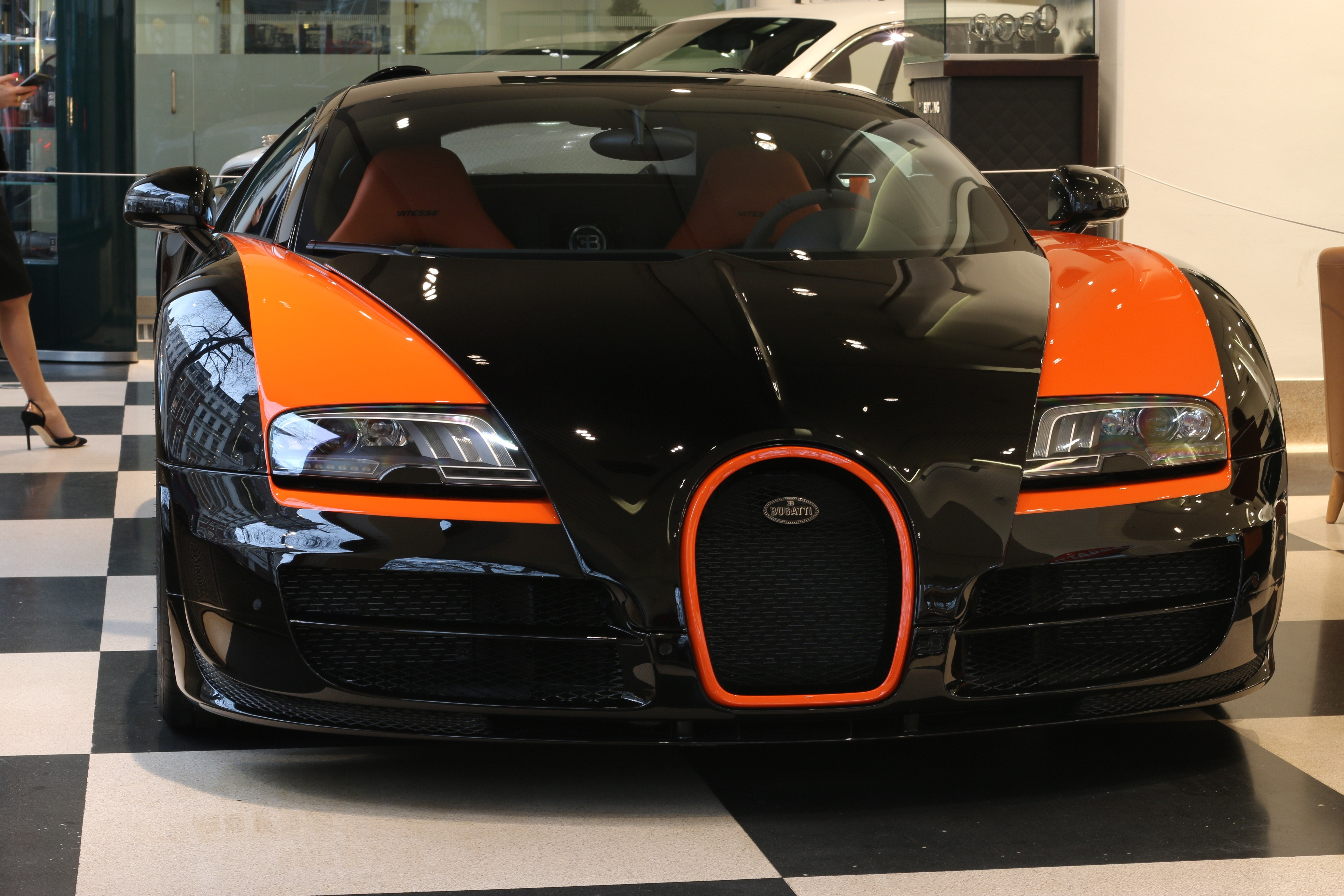 a-bugatti-veyron-grand-sport-vitesse-world-record-edition-is-now-for-sale_8 Terrific Bugatti Veyron Grand Sport Vitesse Gold Cars Trend