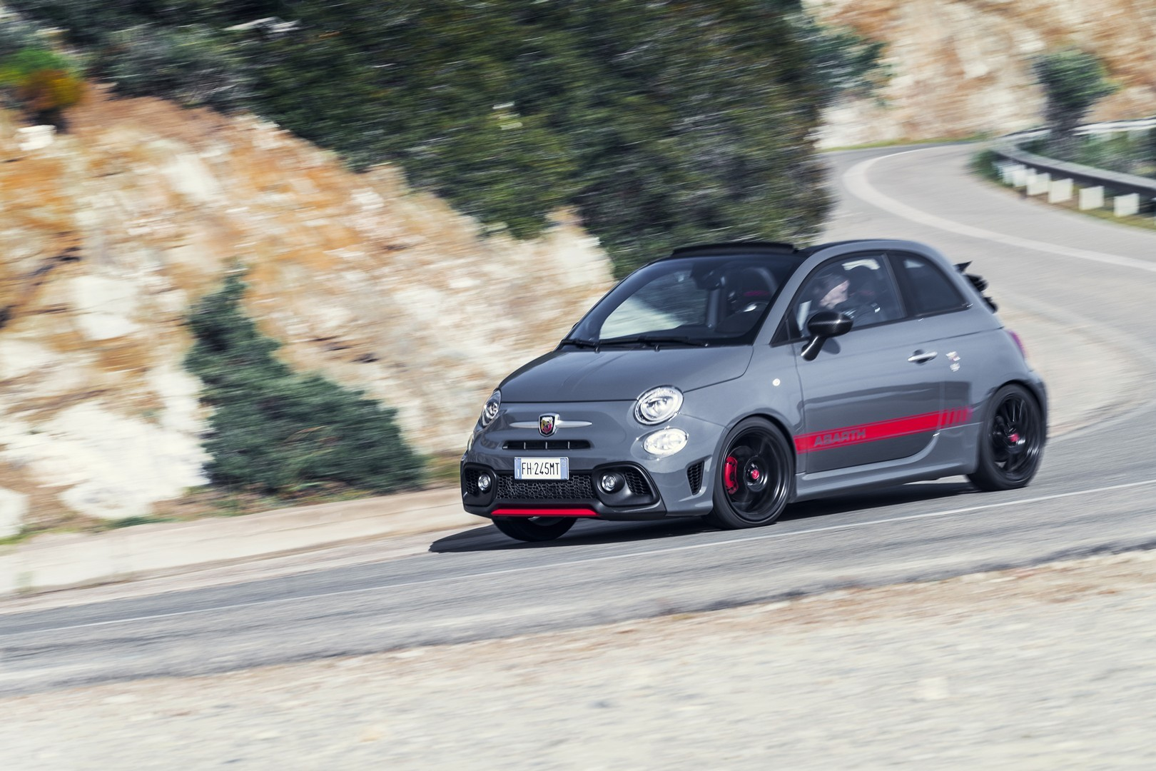 abarth 595 pista and 695 xsr yamaha photos will have fiat. Black Bedroom Furniture Sets. Home Design Ideas