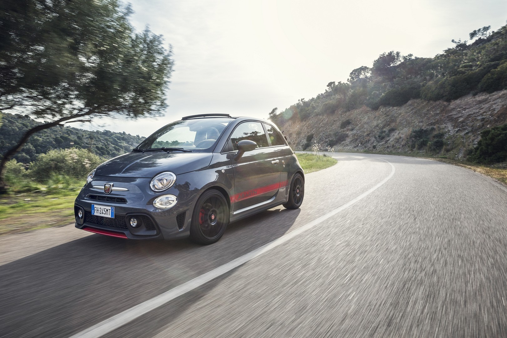 abarth 595 pista and 695 xsr yamaha photos will have fiat fans salivating autoevolution. Black Bedroom Furniture Sets. Home Design Ideas