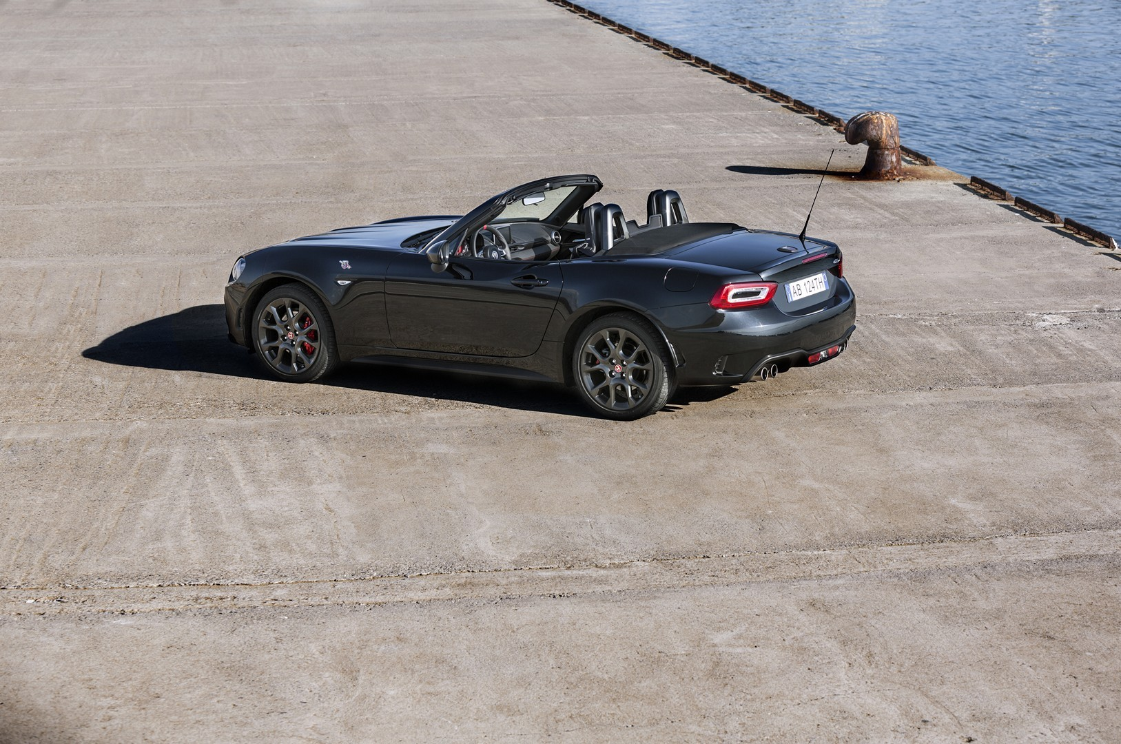 fiat 124 targa rendering is inspired by the mx 5 rf autoevolution. Black Bedroom Furniture Sets. Home Design Ideas