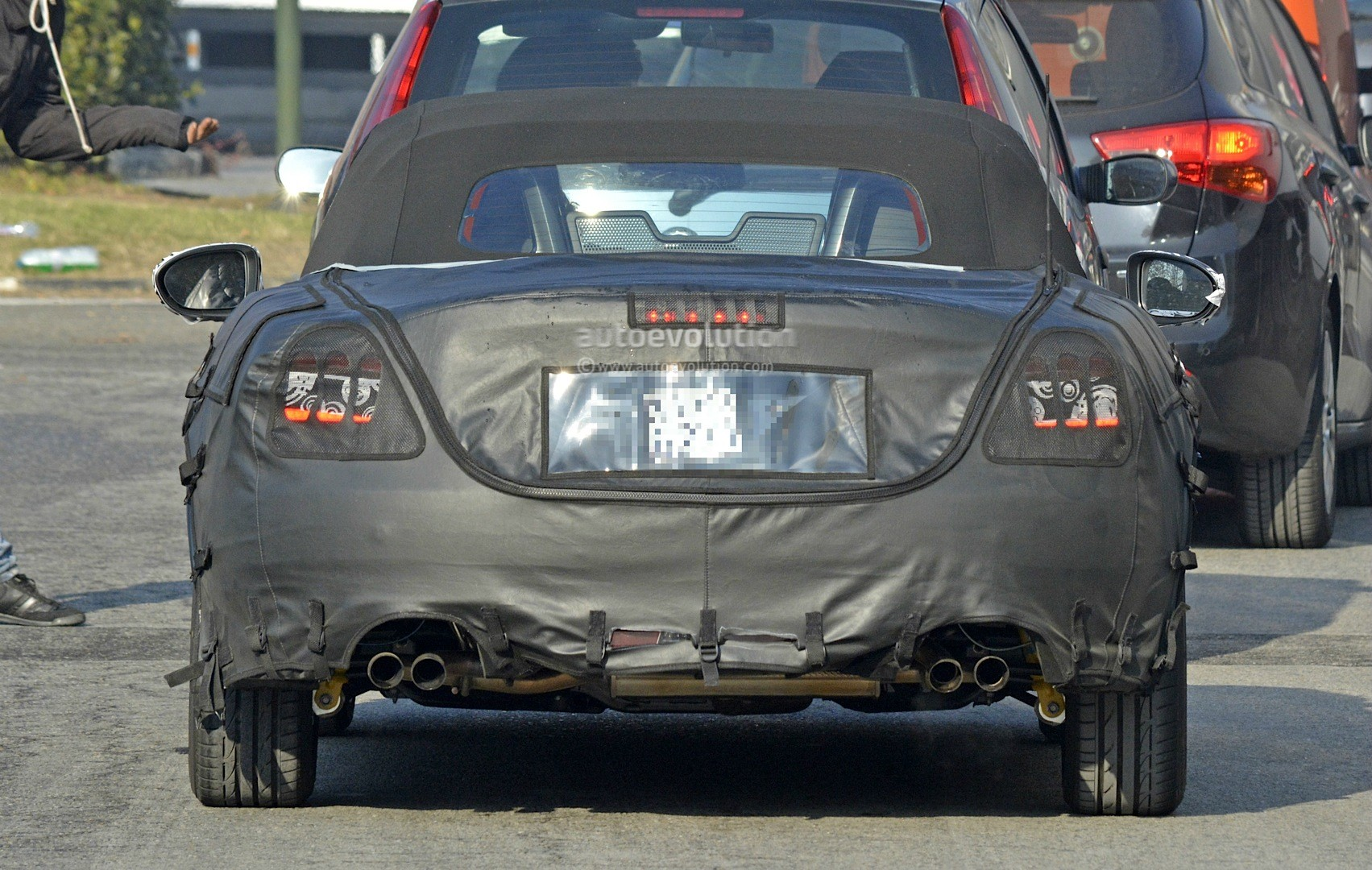 abarth hot version of fiat 124 spider spied for the first time with quad exhaust autoevolution. Black Bedroom Furniture Sets. Home Design Ideas