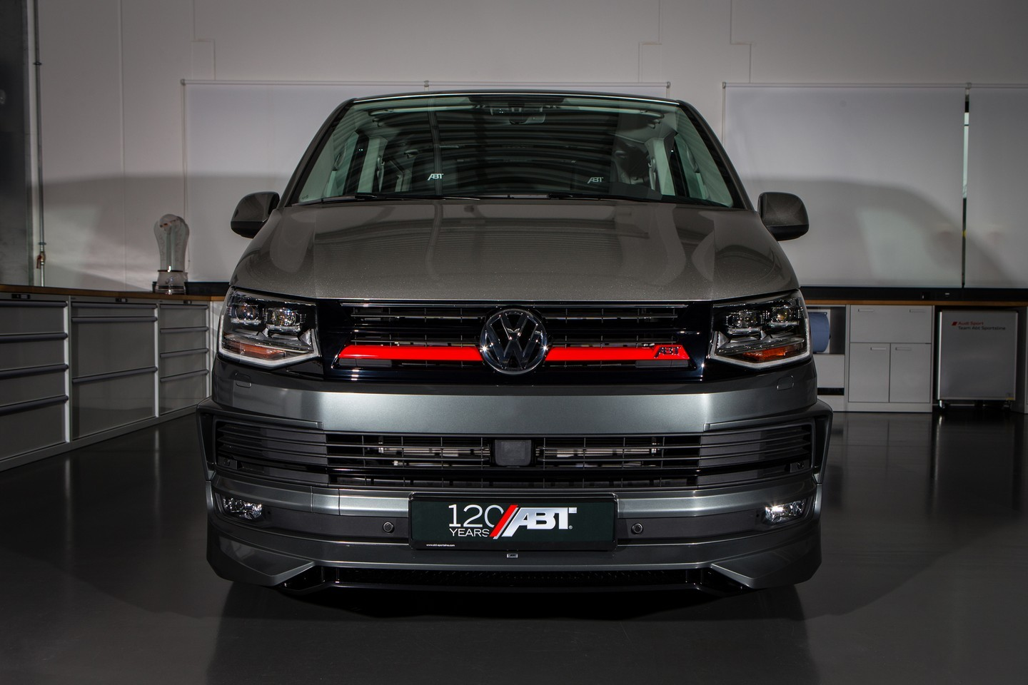abt makes coolest volkswagen t6 tuning project for geneva autoevolution. Black Bedroom Furniture Sets. Home Design Ideas