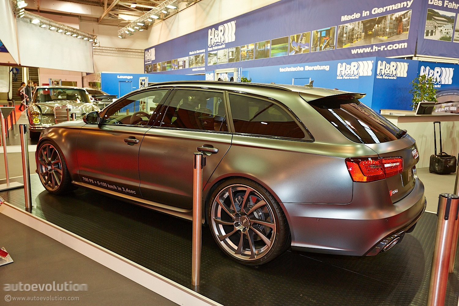 abt 39 s 700 hp audi rs6 debuts at essen motor show live photos autoevolution. Black Bedroom Furniture Sets. Home Design Ideas