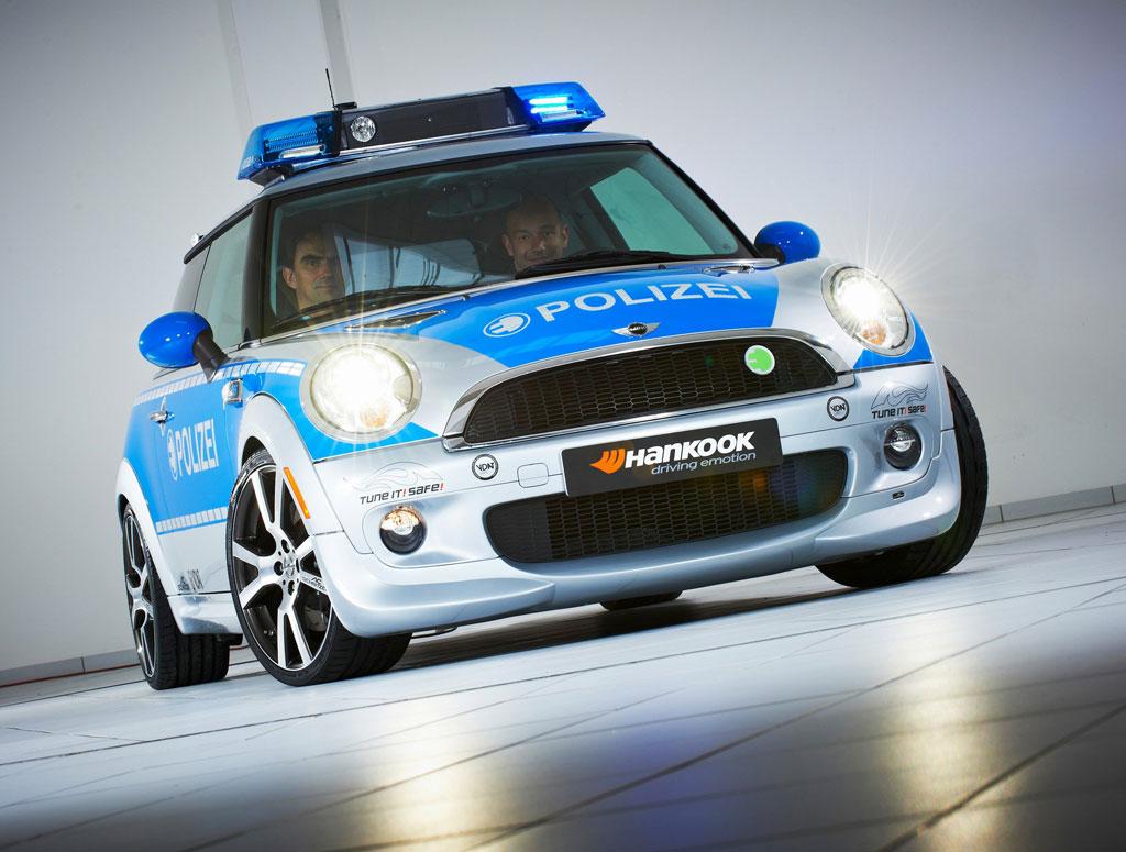 ac schnitzer mini e police car autoevolution. Black Bedroom Furniture Sets. Home Design Ideas