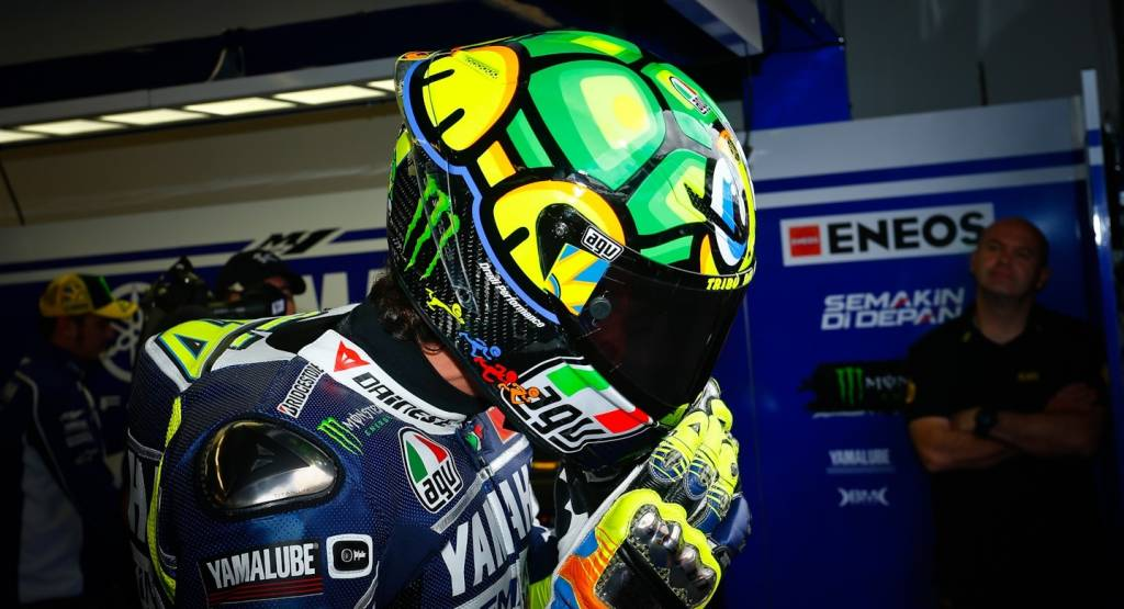 AGV Shows Valentino Rossi Corsa Turtle Replica Helmet - autoevolution