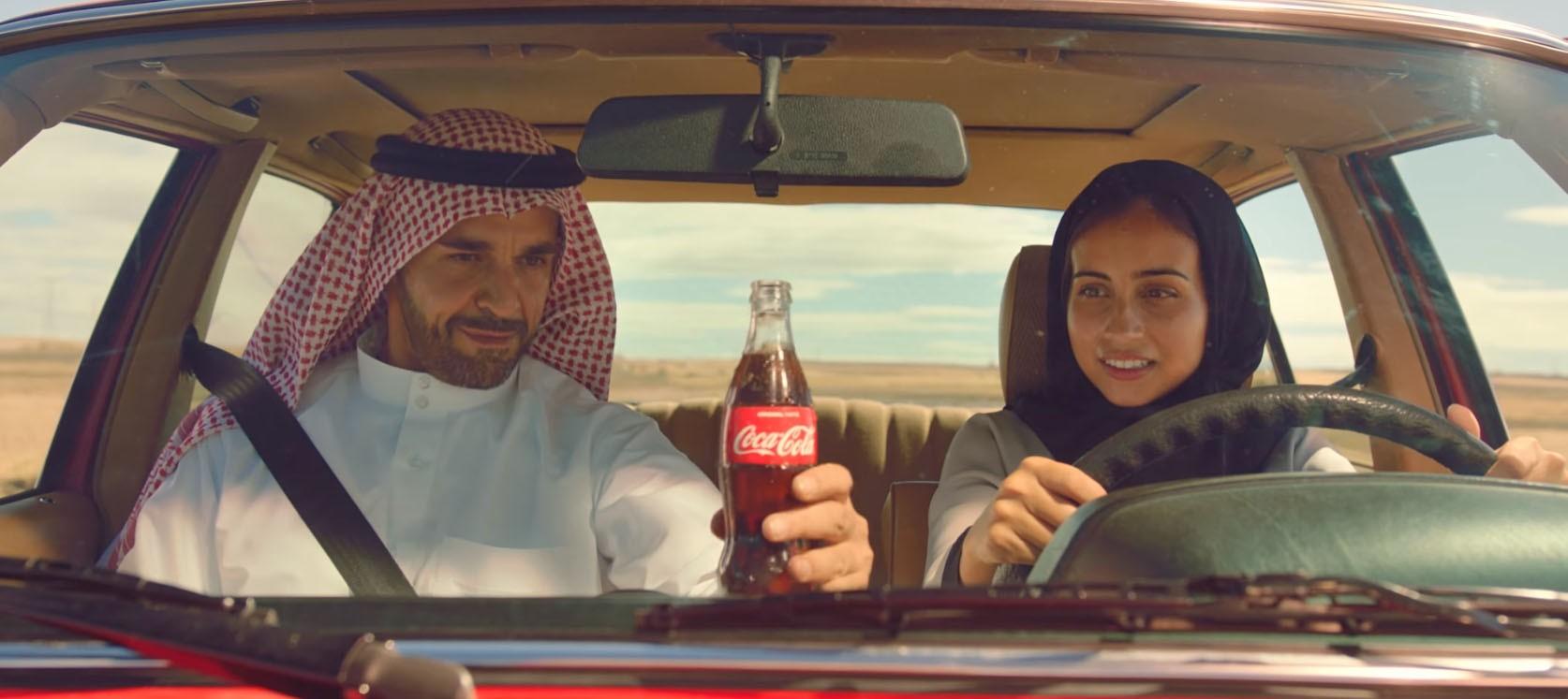 1713f2d336 Aldi Rips Off Coca-Cola Truck For Christmas Ad ...