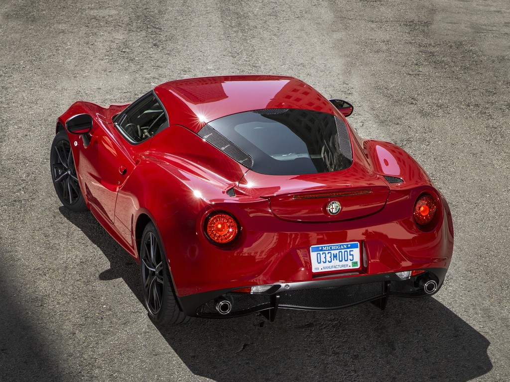 alfa romeo 4c soldiers on for 2017 my no major changes were made autoevolution. Black Bedroom Furniture Sets. Home Design Ideas