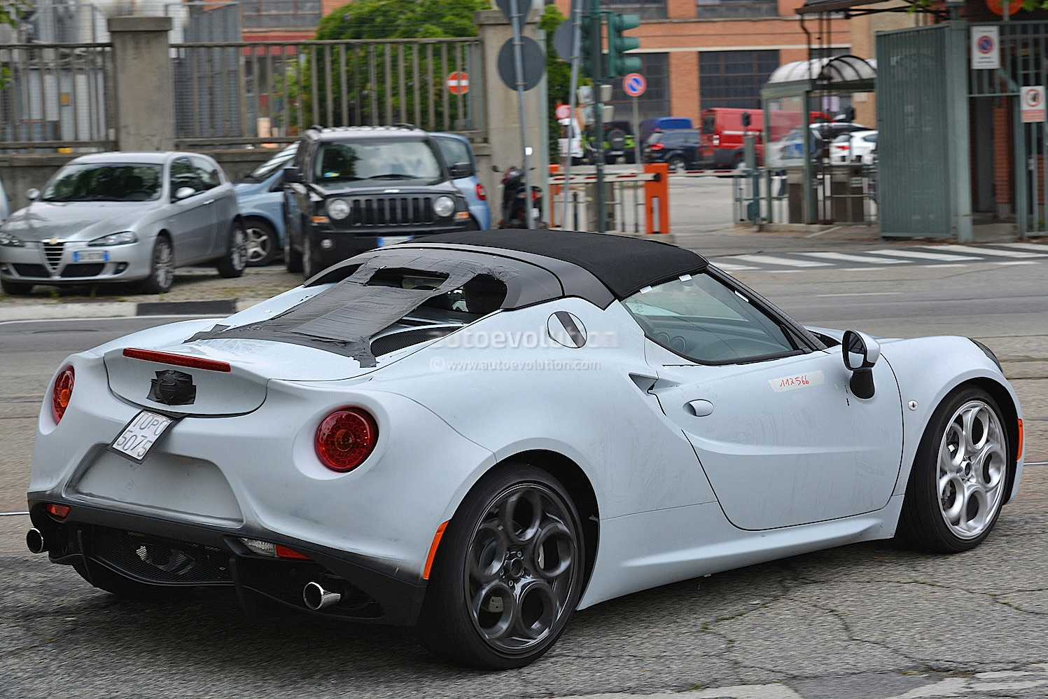 alfa romeo 4c spider spied in production form will debut in 2015 autoevolution. Black Bedroom Furniture Sets. Home Design Ideas