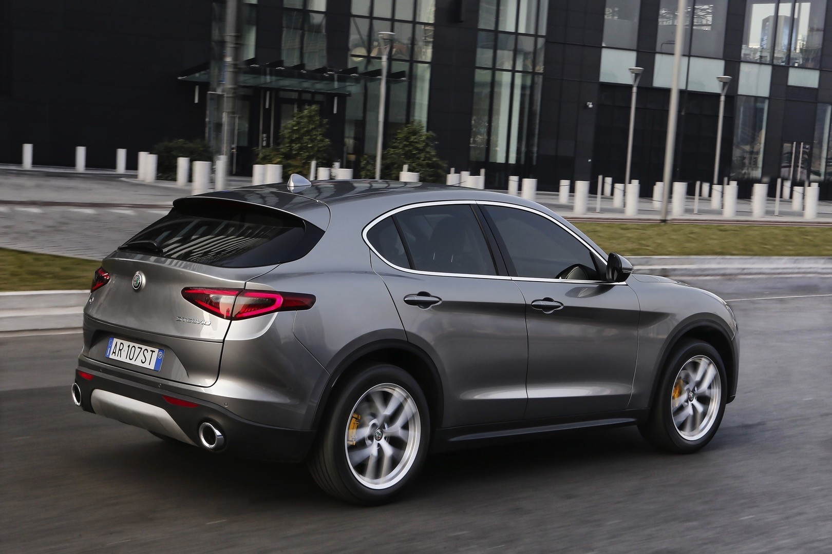 Alfa Romeo Expands Stelvio Range With 200 Ps Turbo And Rwd
