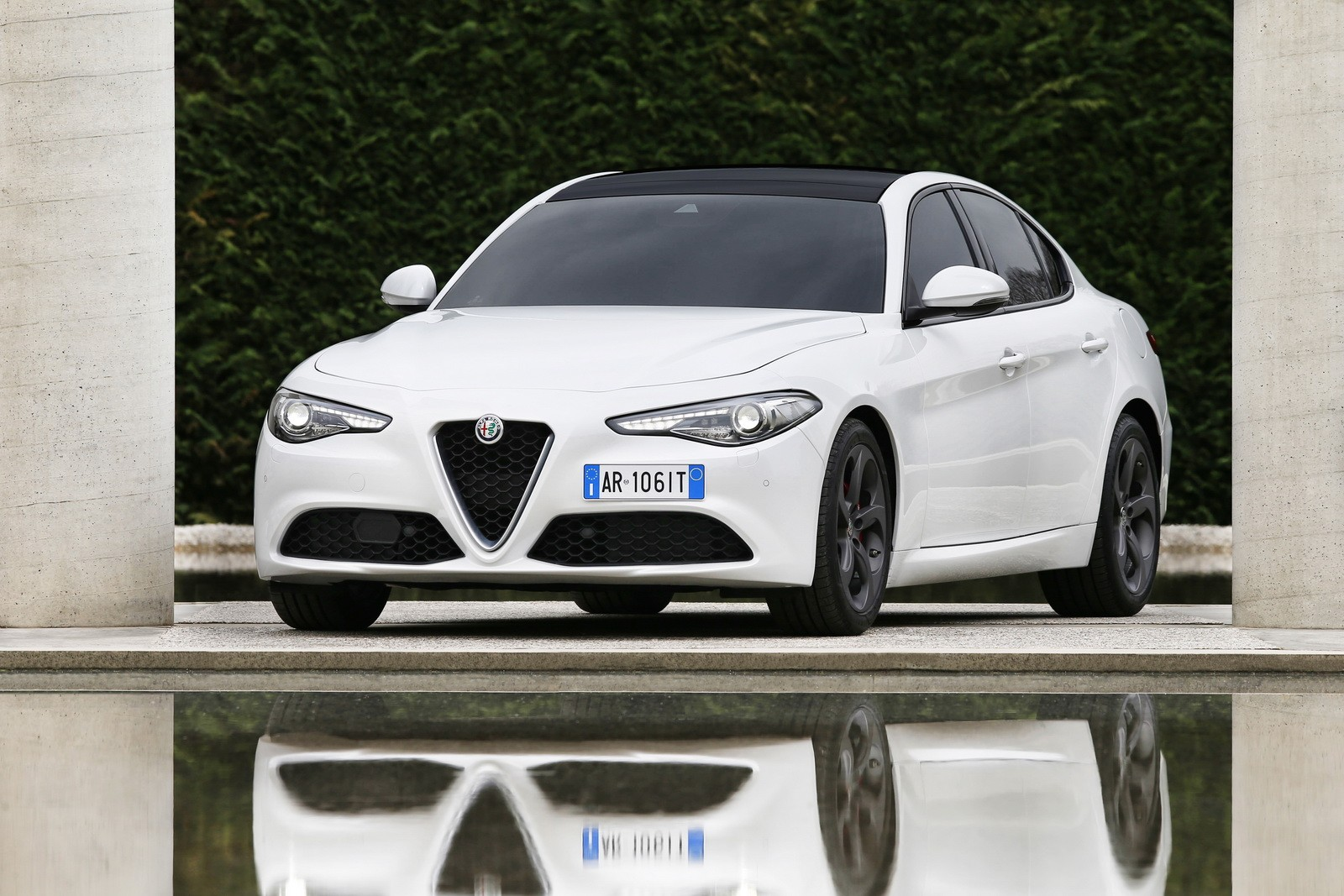alfa romeo giulia price starts at 35 500 giulia quadrifoglio is 79 000 autoevolution. Black Bedroom Furniture Sets. Home Design Ideas
