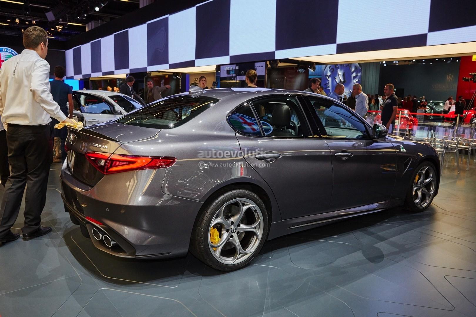 alfa romeo giulia qv now fastest sedan on 39 ring lands in. Black Bedroom Furniture Sets. Home Design Ideas