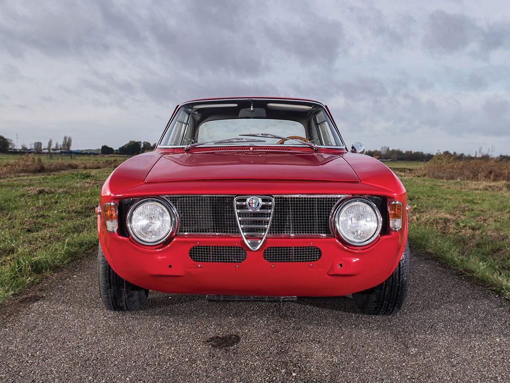 Pristine 1965 Alfa Romeo Giulia Sprint Gta Is A Vestige Of The Olden Days Autoevolution