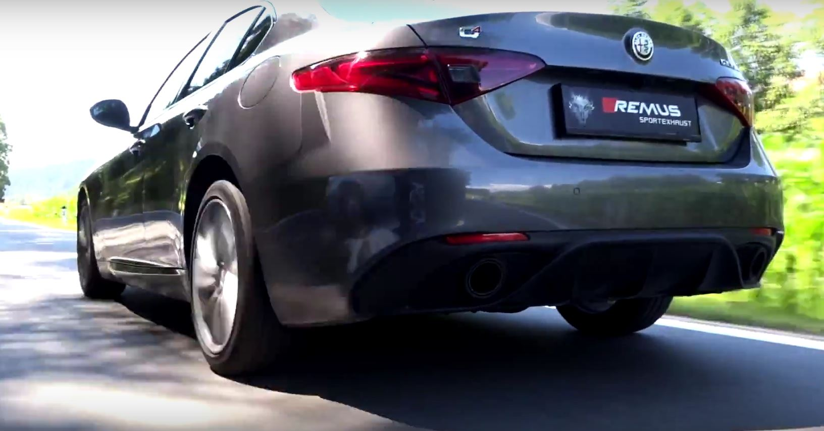 alfa romeo giulia veloce with remus exhaust sounds naughty