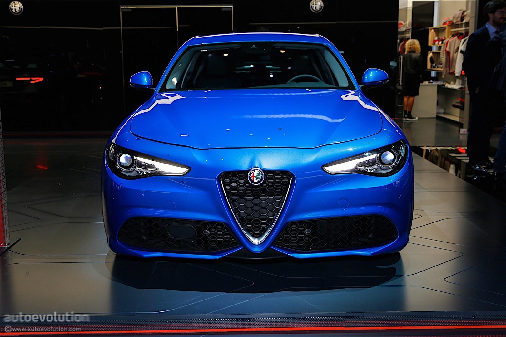 Alfa Giulia Veloce >> Alfa Romeo Giulia Veloce Bows In Paris In Stunning Blue - autoevolution