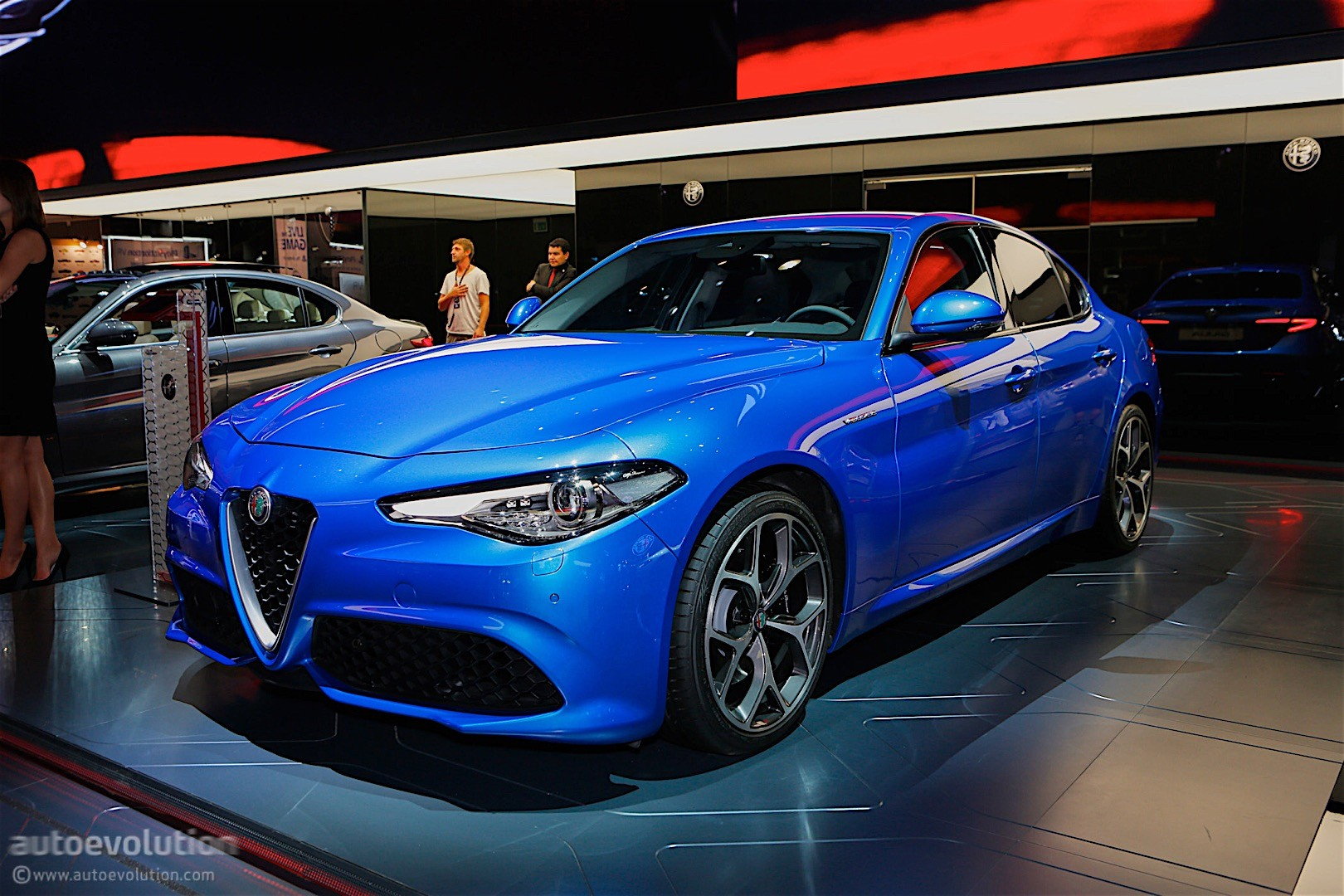 alfa romeo giulia veloce bows in paris in stunning blue autoevolution. Black Bedroom Furniture Sets. Home Design Ideas