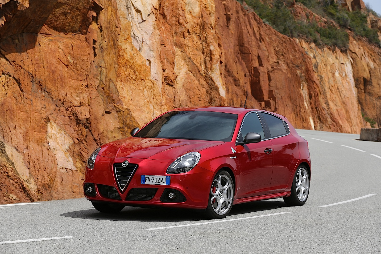 alfa romeo giulietta mito quadrifoglio verde uk pricing autoevolution. Black Bedroom Furniture Sets. Home Design Ideas