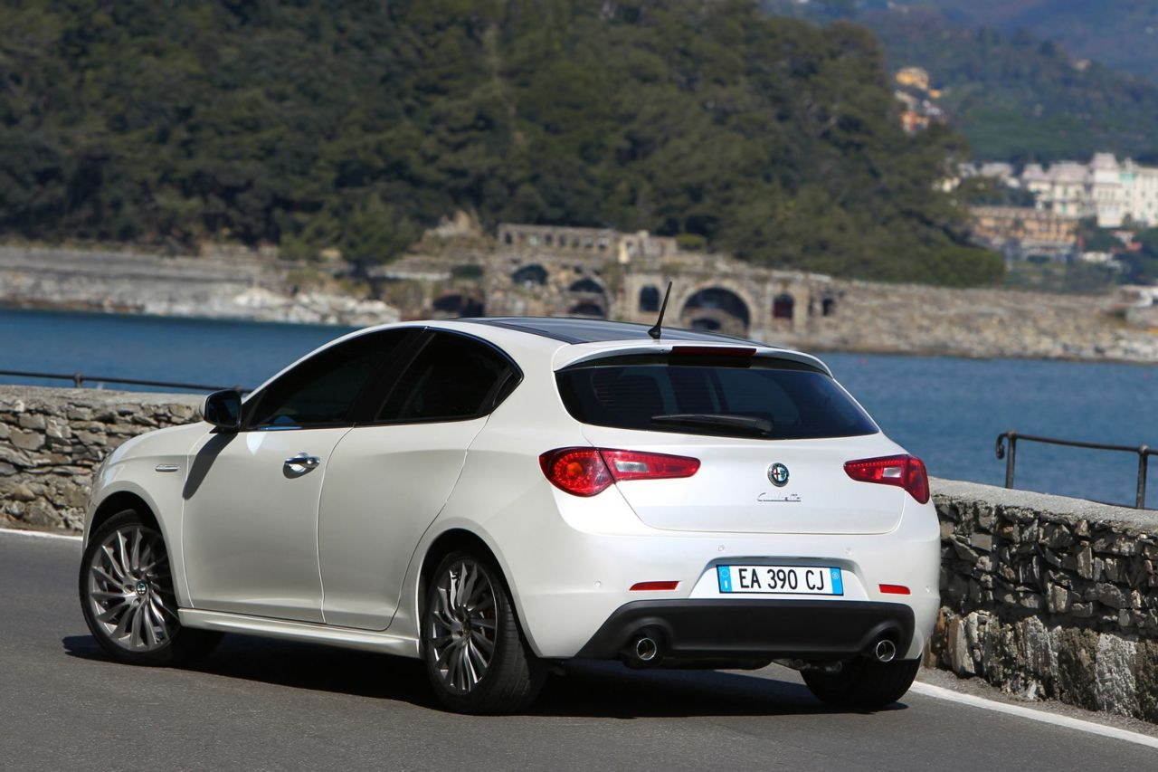 alfa romeo giulietta new details released autoevolution. Black Bedroom Furniture Sets. Home Design Ideas