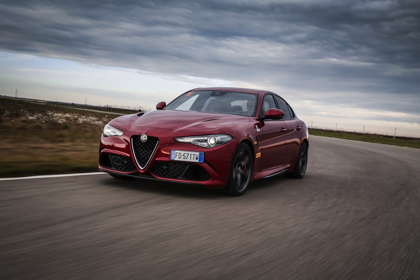 Alfa Romeo Misses Profit Target For 2017 But Losses Are Shrinking Sweater Giulia Quadrifoglio Manual European Model