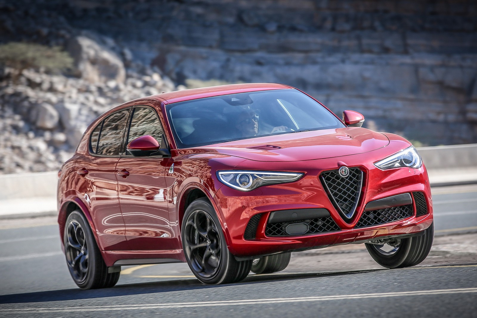 watch nurburgring suv record broken by alfa romeo stelvio quadrifoglio autoevolution. Black Bedroom Furniture Sets. Home Design Ideas