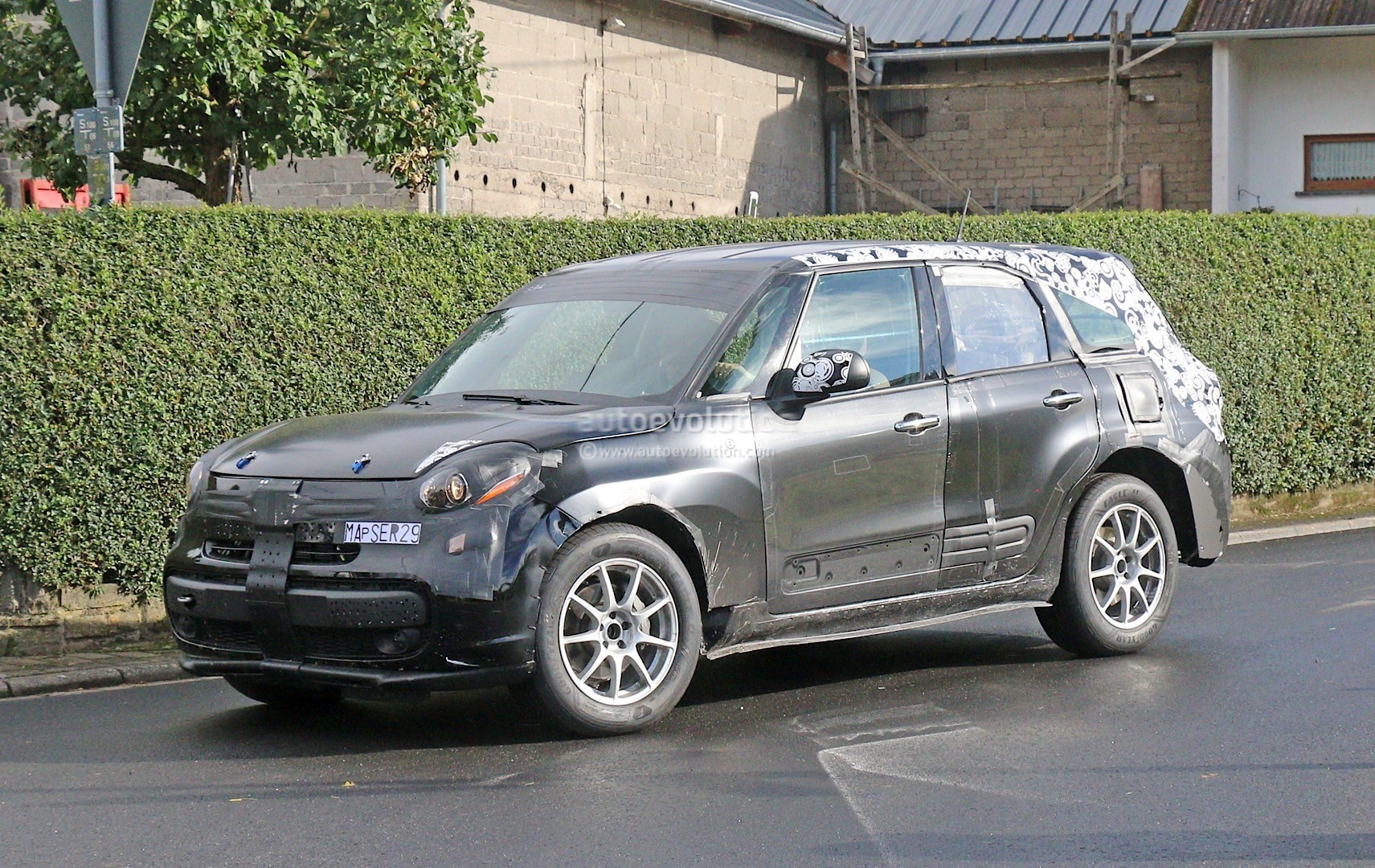 alfa romeo suv mule spied production model should come. Black Bedroom Furniture Sets. Home Design Ideas
