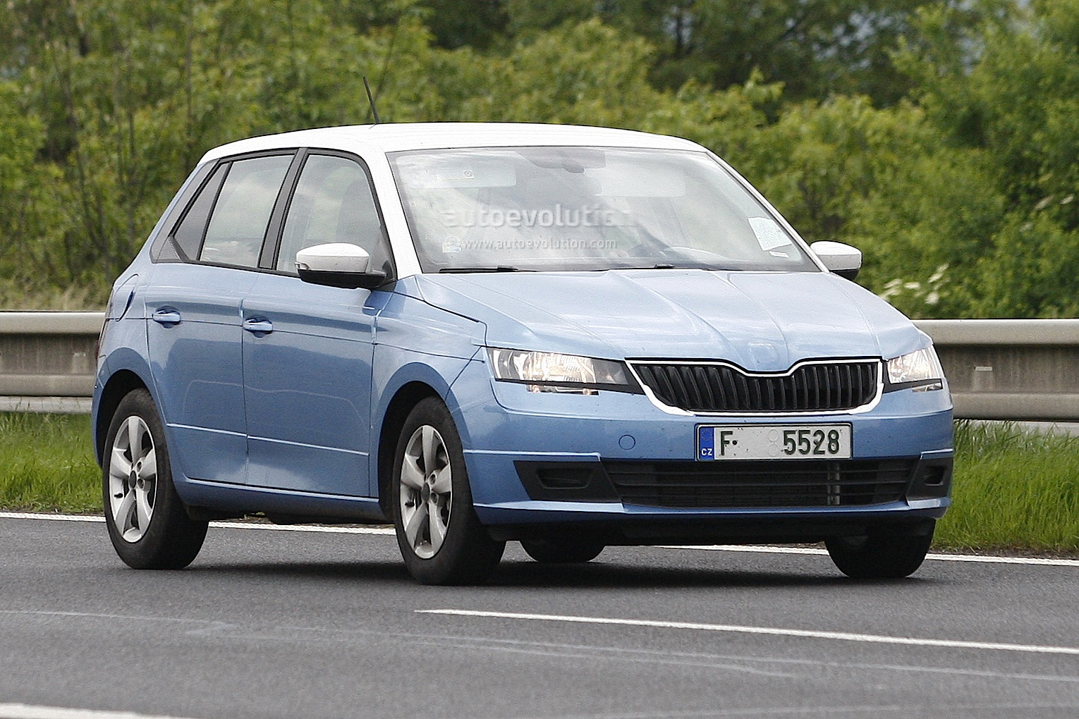 all new 2014 skoda fabia spotted almost undisguised autoevolution. Black Bedroom Furniture Sets. Home Design Ideas