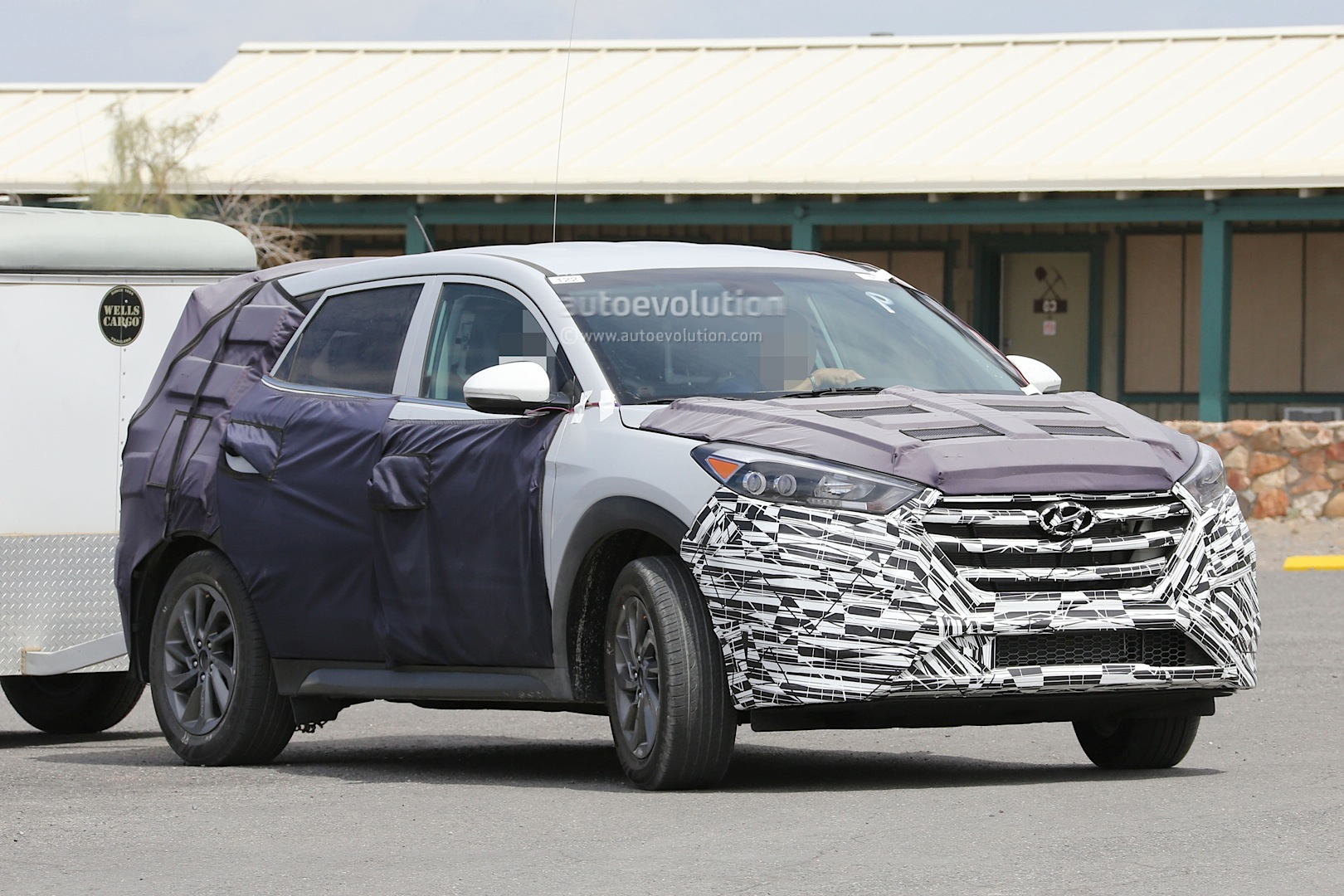 all new 2016 hyundai tucson spied with less camouflage in america autoevolution. Black Bedroom Furniture Sets. Home Design Ideas