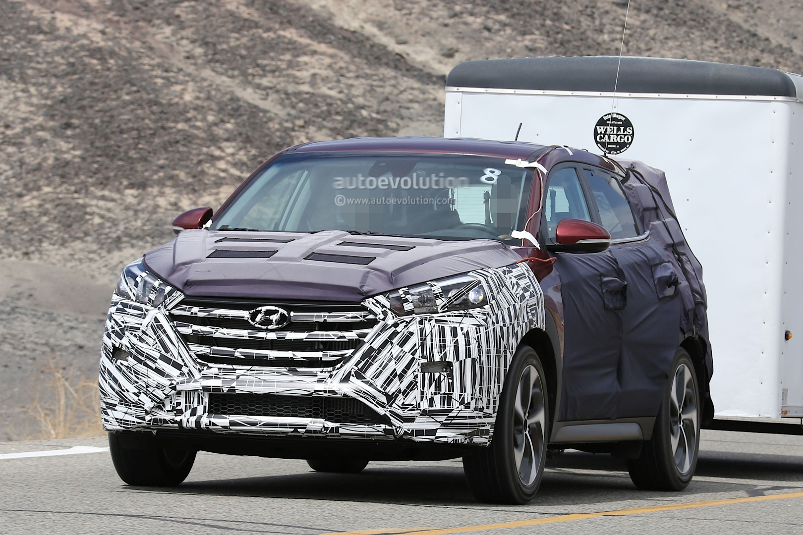 all new 2016 hyundai tucson spied with less camouflage in. Black Bedroom Furniture Sets. Home Design Ideas