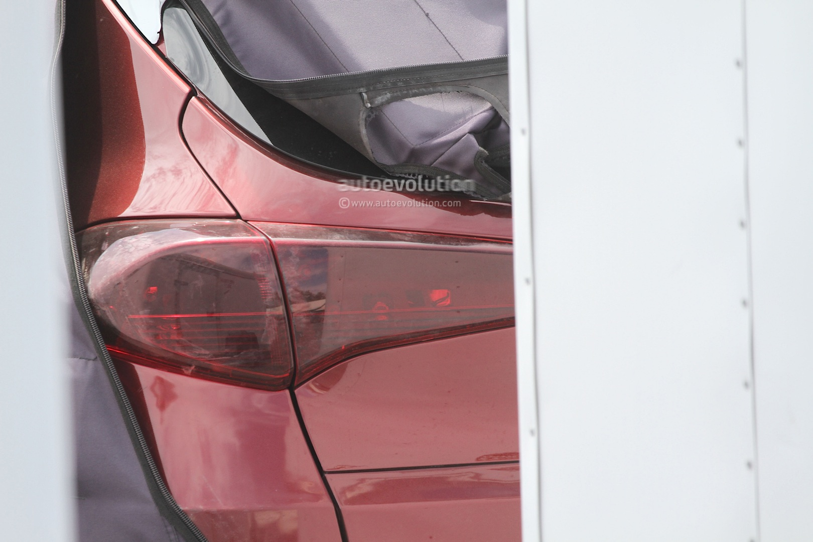 2015 - [Hyundai] Tucson III All-new-2016-hyundai-tucson-spied-with-less-camouflage-in-america-photo-gallery_16