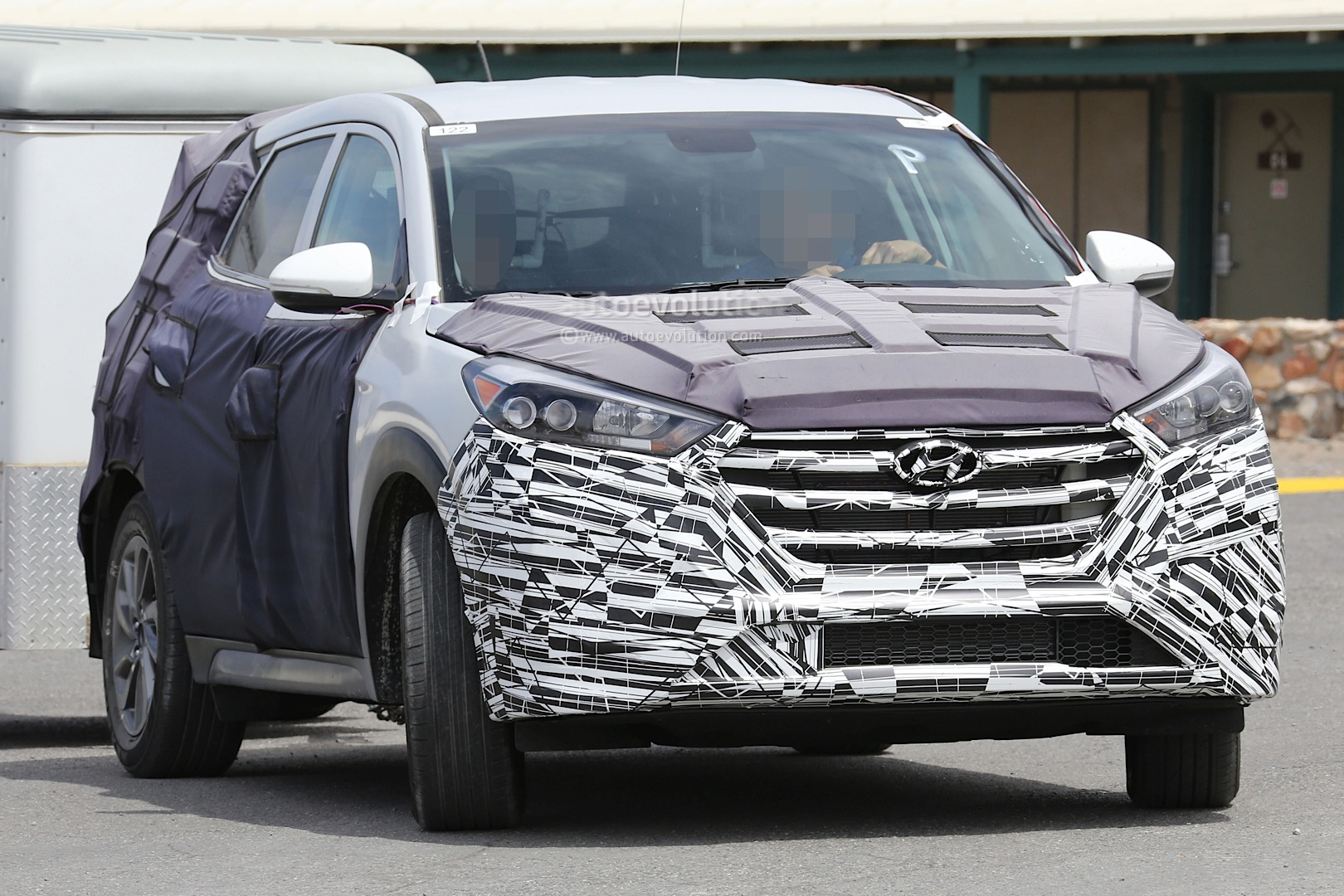 2015 - [Hyundai] Tucson III All-new-2016-hyundai-tucson-spied-with-less-camouflage-in-america-photo-gallery_2