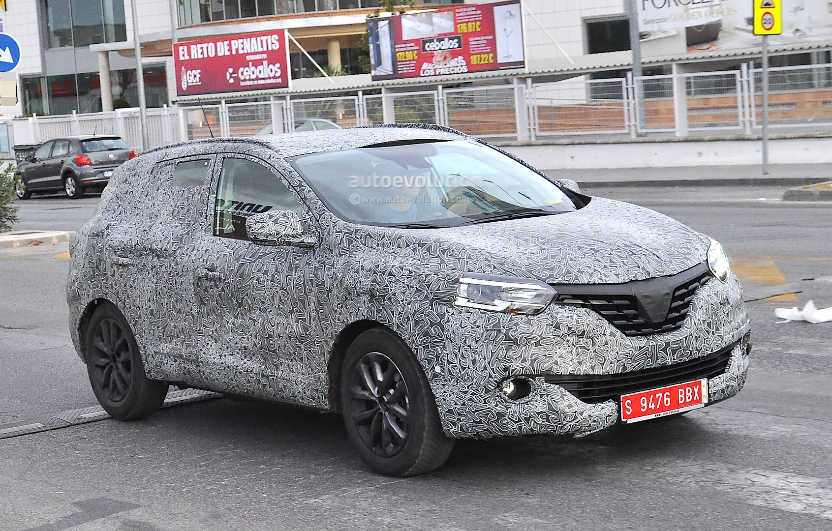 all new 2016 renault koleos spied with production body for the first time autoevolution. Black Bedroom Furniture Sets. Home Design Ideas
