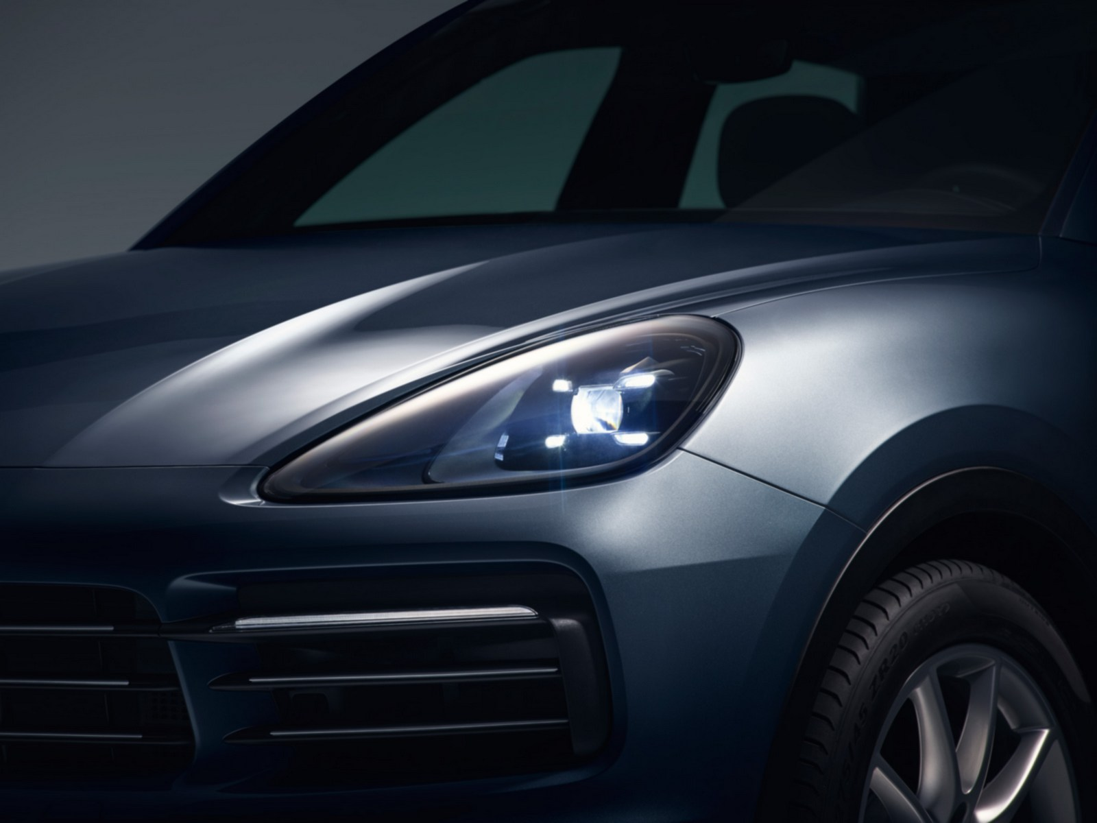 all new 2018 porsche cayenne leaked looks like the old one autoevolution. Black Bedroom Furniture Sets. Home Design Ideas