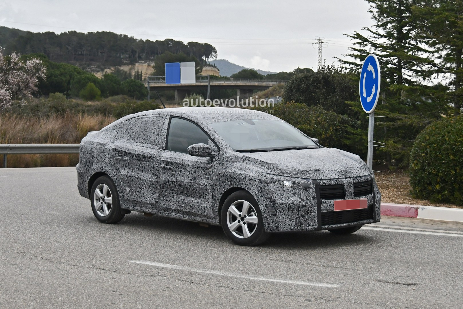 all-new-2021-dacia-logan-spied-with-led-lights-coupe-roof_4