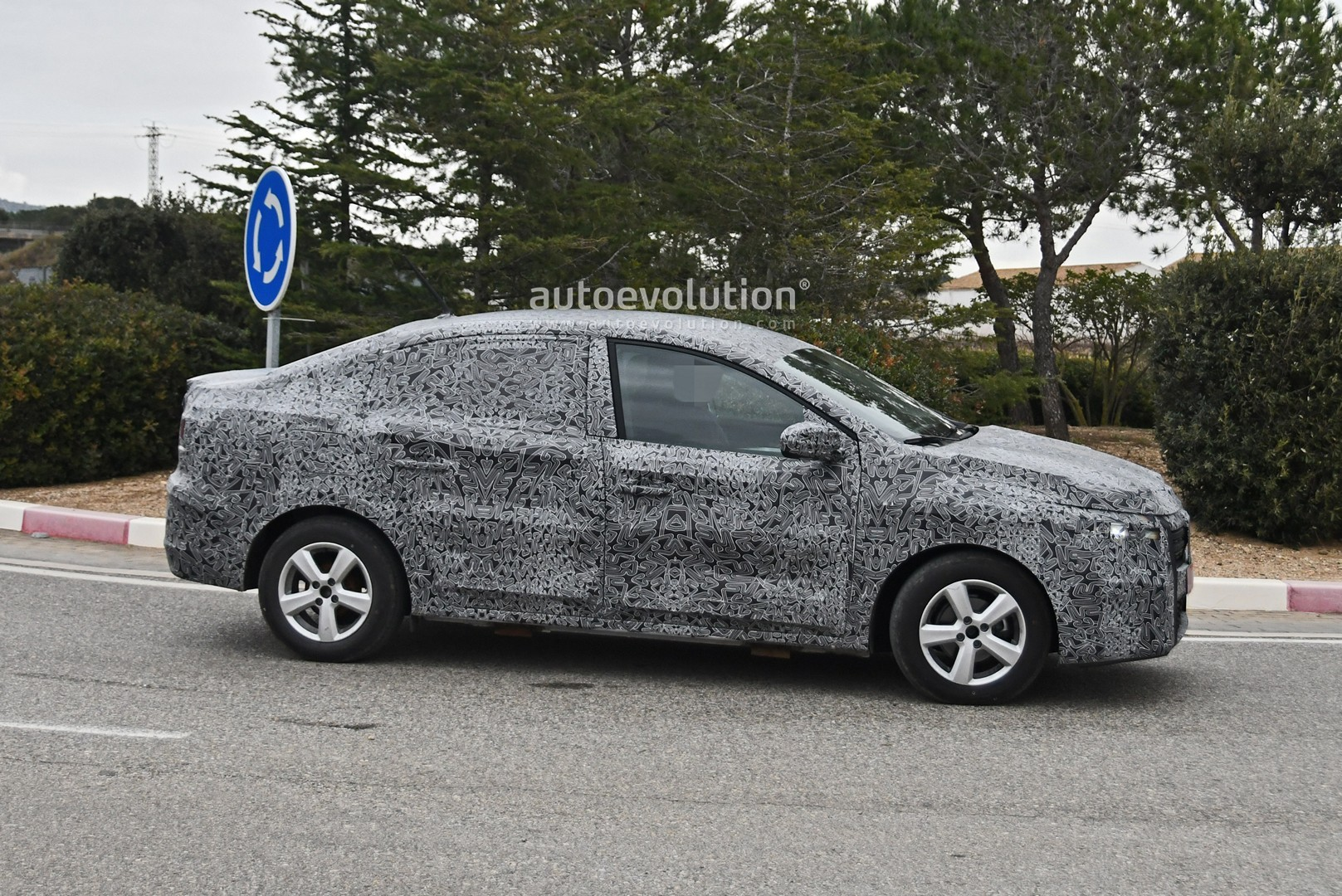 all-new-2021-dacia-logan-spied-with-led-lights-coupe-roof_6