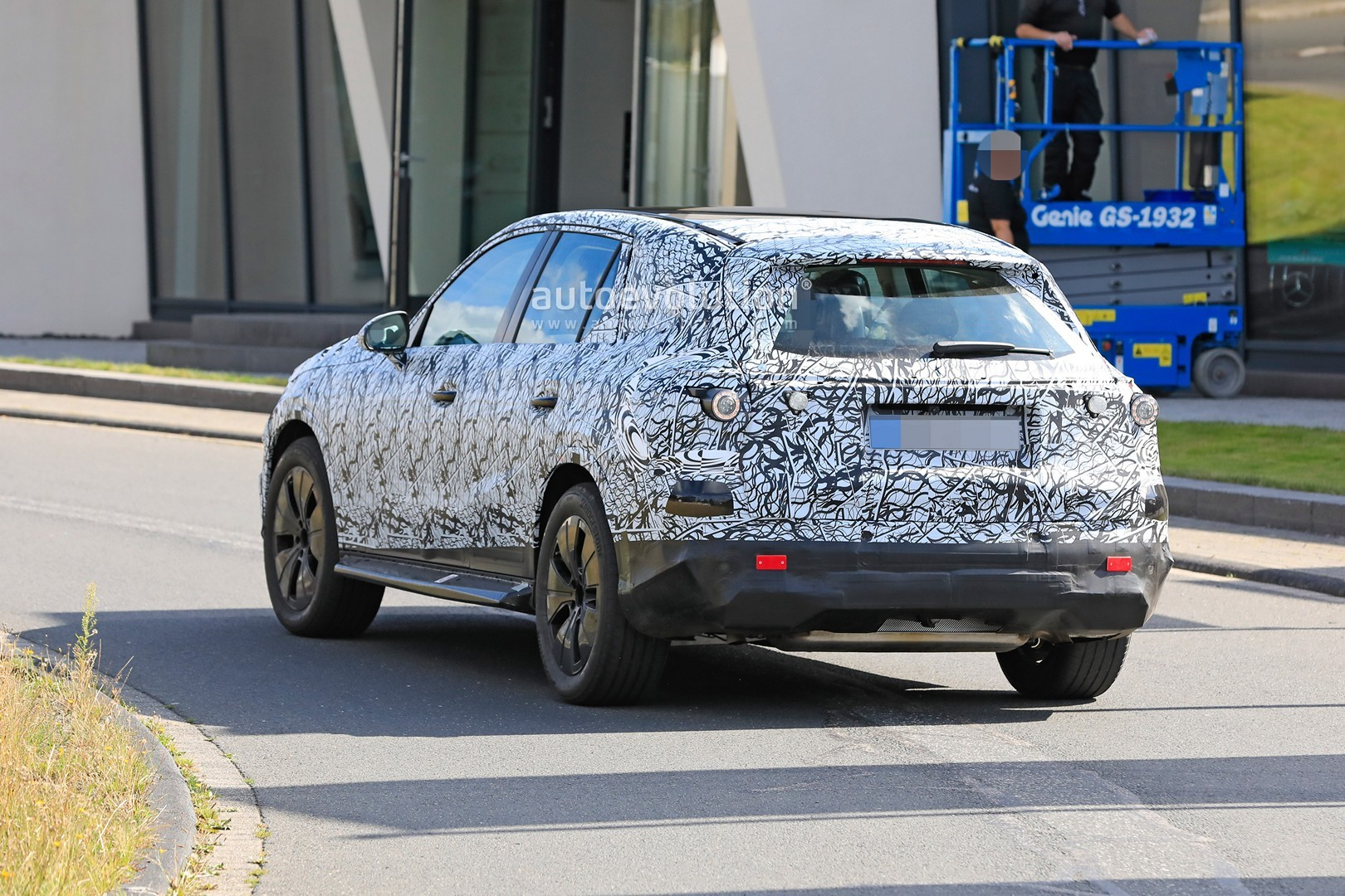 2021 - [Mercedes-Benz] GLC II - Page 2 All-new-2022-mercedes-glc-class-spied-getting-to-be-the-king-of-cuvs_10