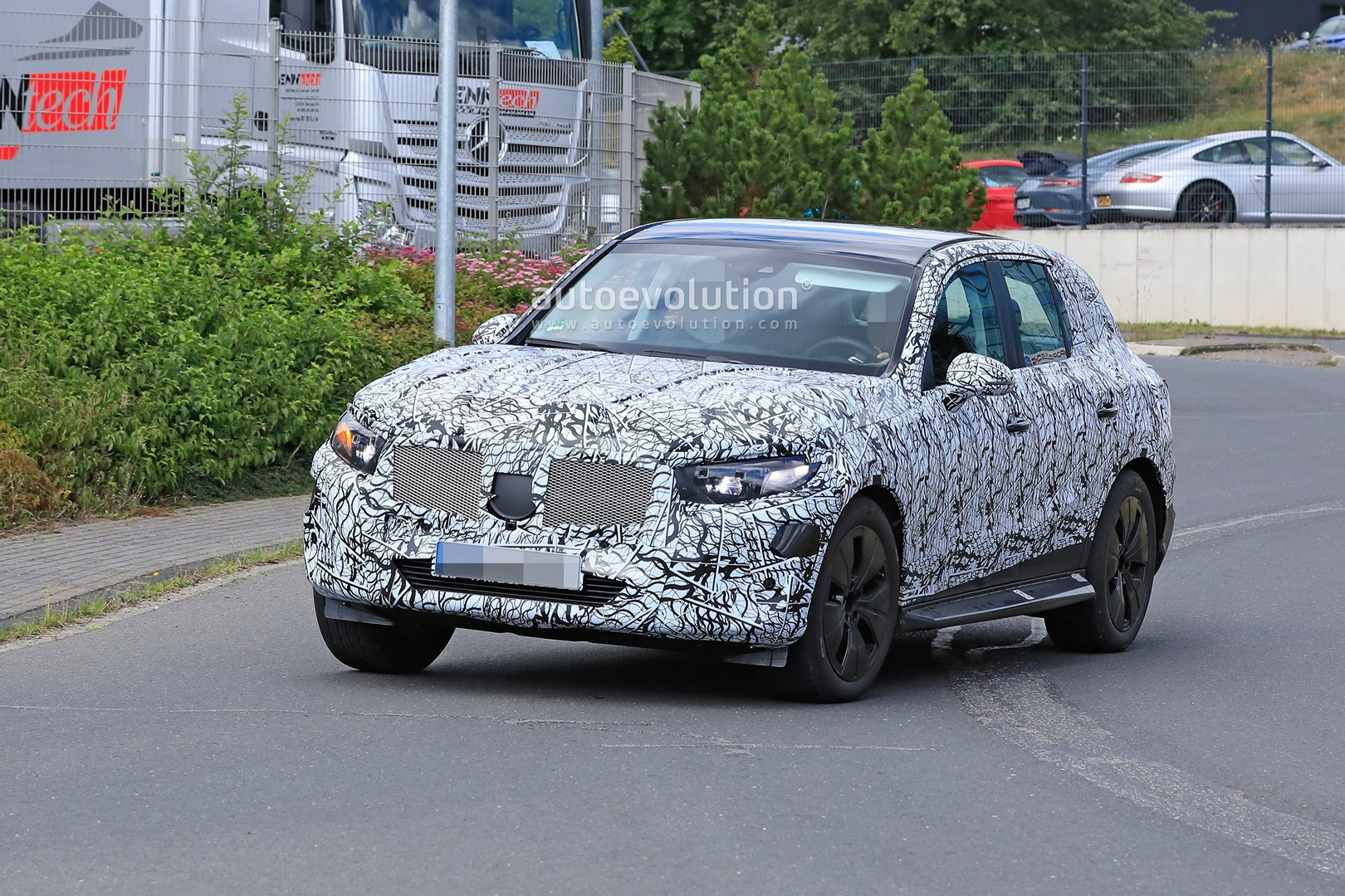 2021 - [Mercedes-Benz] GLC II - Page 2 All-new-2022-mercedes-glc-class-spied-getting-to-be-the-king-of-cuvs_13