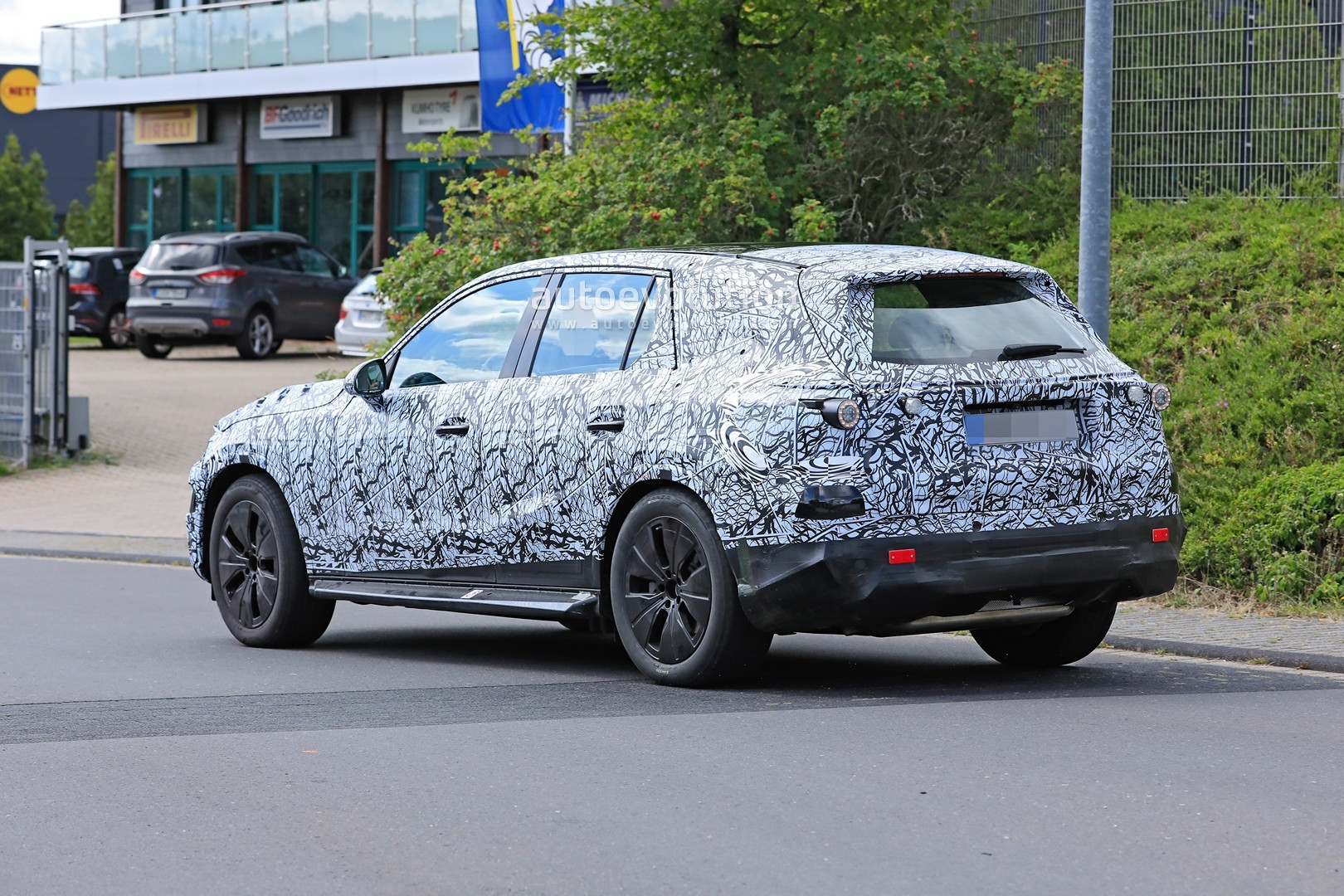 2021 - [Mercedes-Benz] GLC II - Page 2 All-new-2022-mercedes-glc-class-spied-getting-to-be-the-king-of-cuvs_18