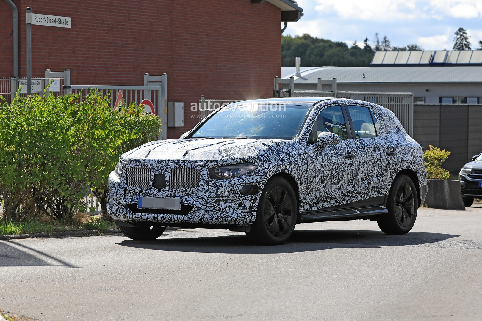 2021 - [Mercedes-Benz] GLC II - Page 2 All-new-2022-mercedes-glc-class-spied-getting-to-be-the-king-of-cuvs_3