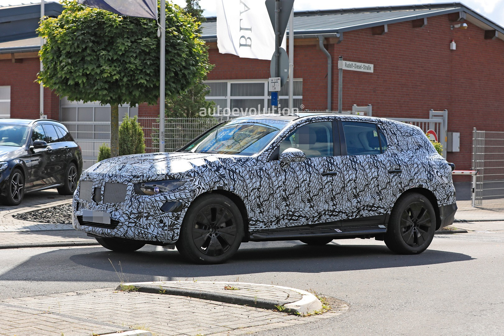 2021 - [Mercedes-Benz] GLC II - Page 2 All-new-2022-mercedes-glc-class-spied-getting-to-be-the-king-of-cuvs_4