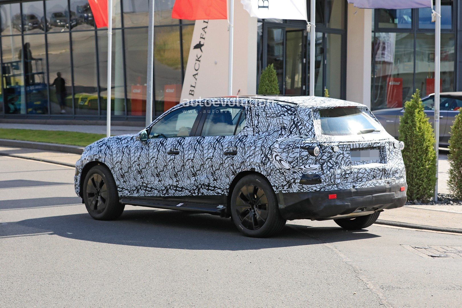 2021 - [Mercedes-Benz] GLC II - Page 2 All-new-2022-mercedes-glc-class-spied-getting-to-be-the-king-of-cuvs_8