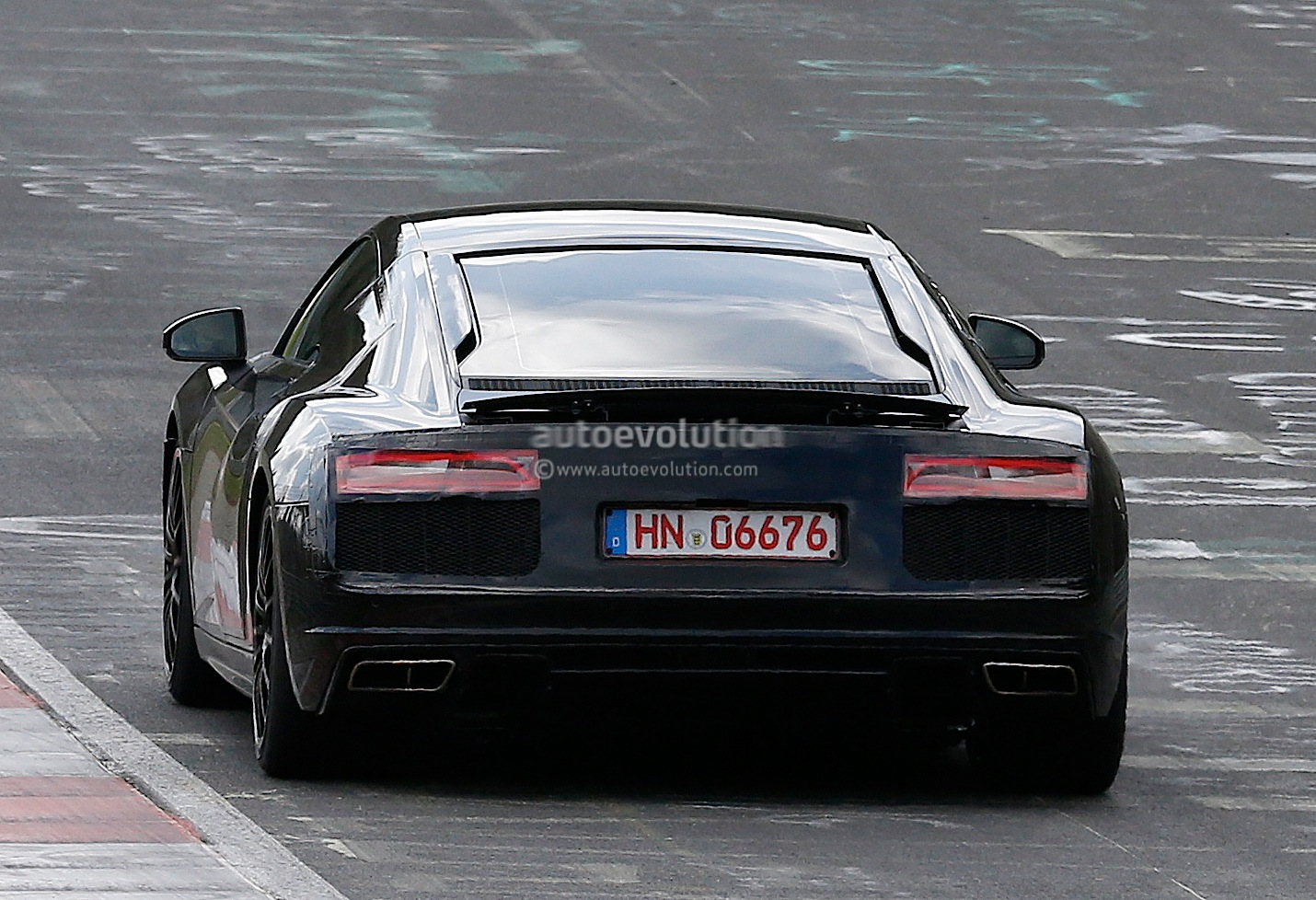 2015 - [Audi] R8 II / R8 II Spider All-new-audi-r8-loses-its-camo-during-latest-nurburgring-tests-photo-gallery_10