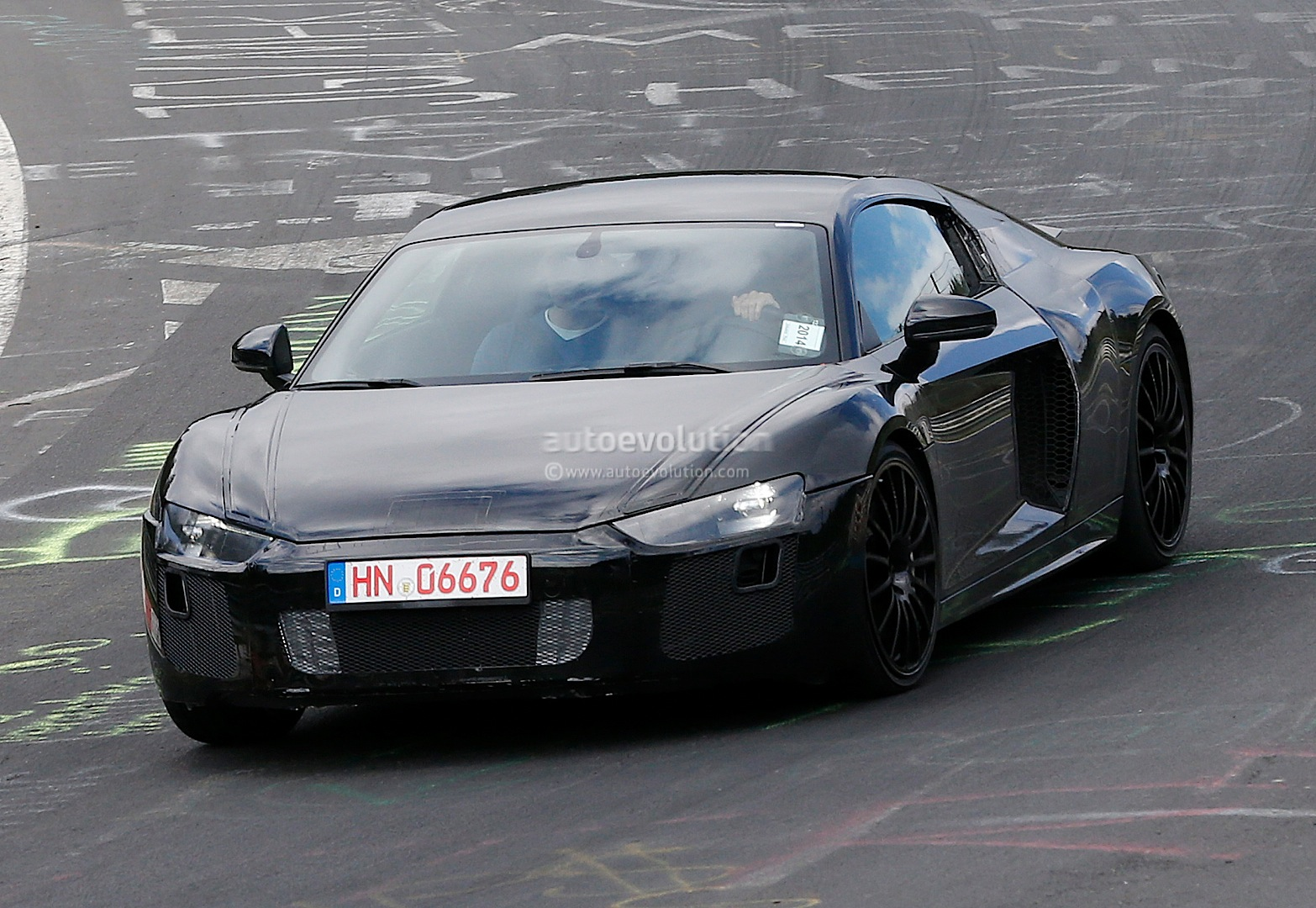 2015 - [Audi] R8 II / R8 II Spider All-new-audi-r8-loses-its-camo-during-latest-nurburgring-tests-photo-gallery_2