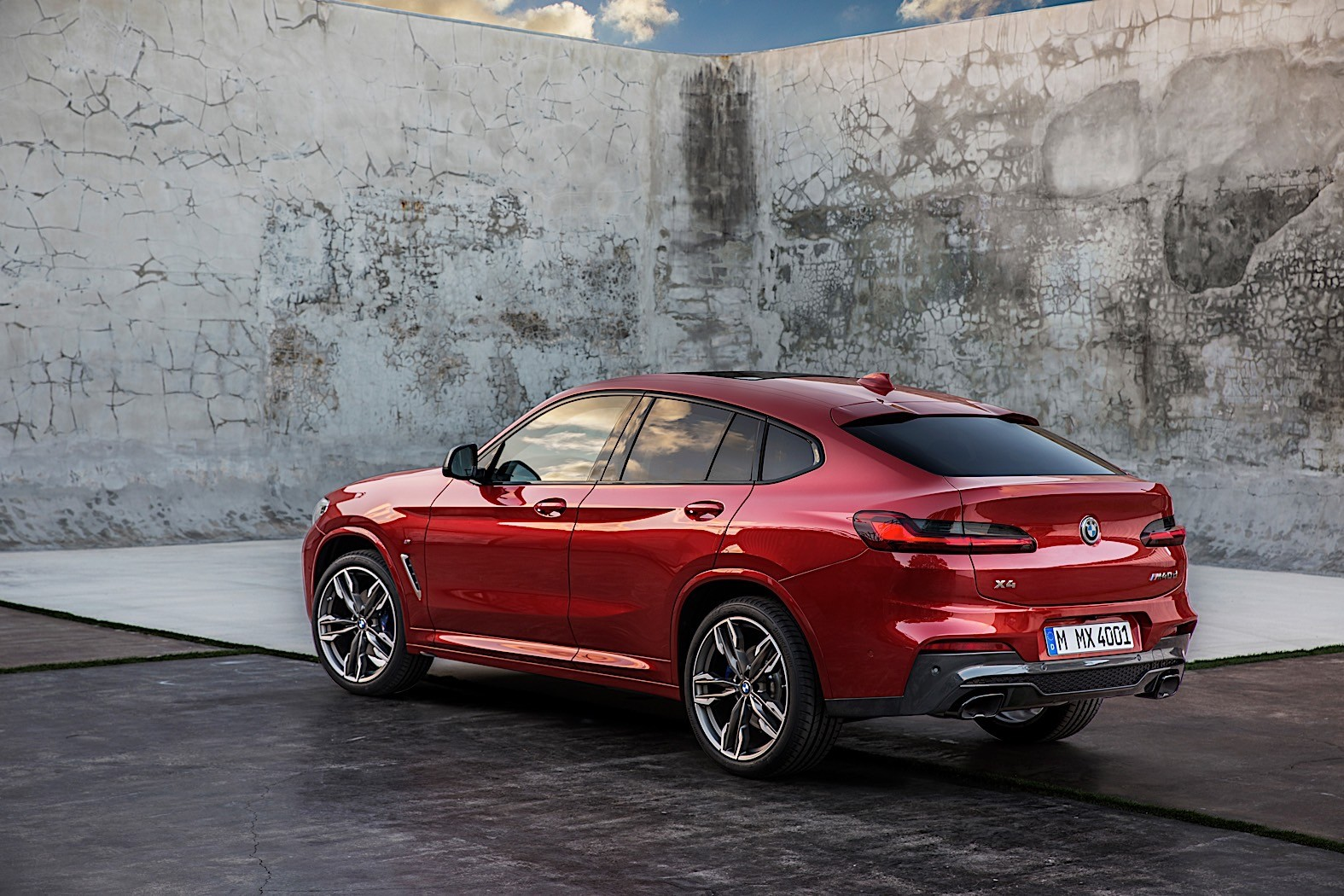 2018 bmw x4 finally unveiled with full details autoevolution. Black Bedroom Furniture Sets. Home Design Ideas