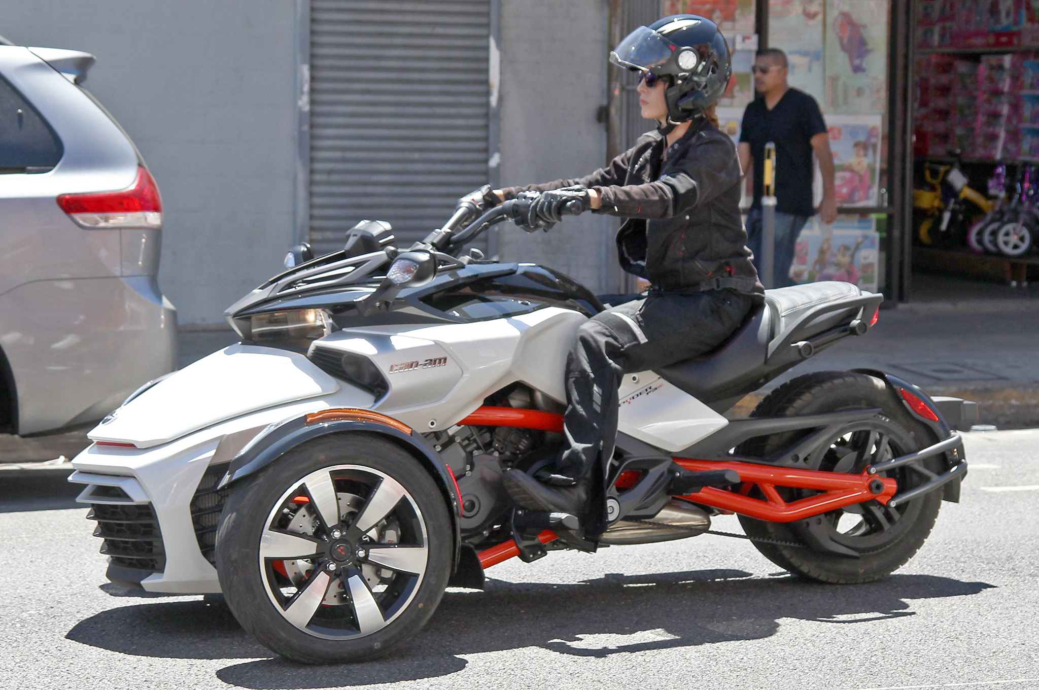 all new can am spyder f3 efi spotted with no camouflage autoevolution. Black Bedroom Furniture Sets. Home Design Ideas