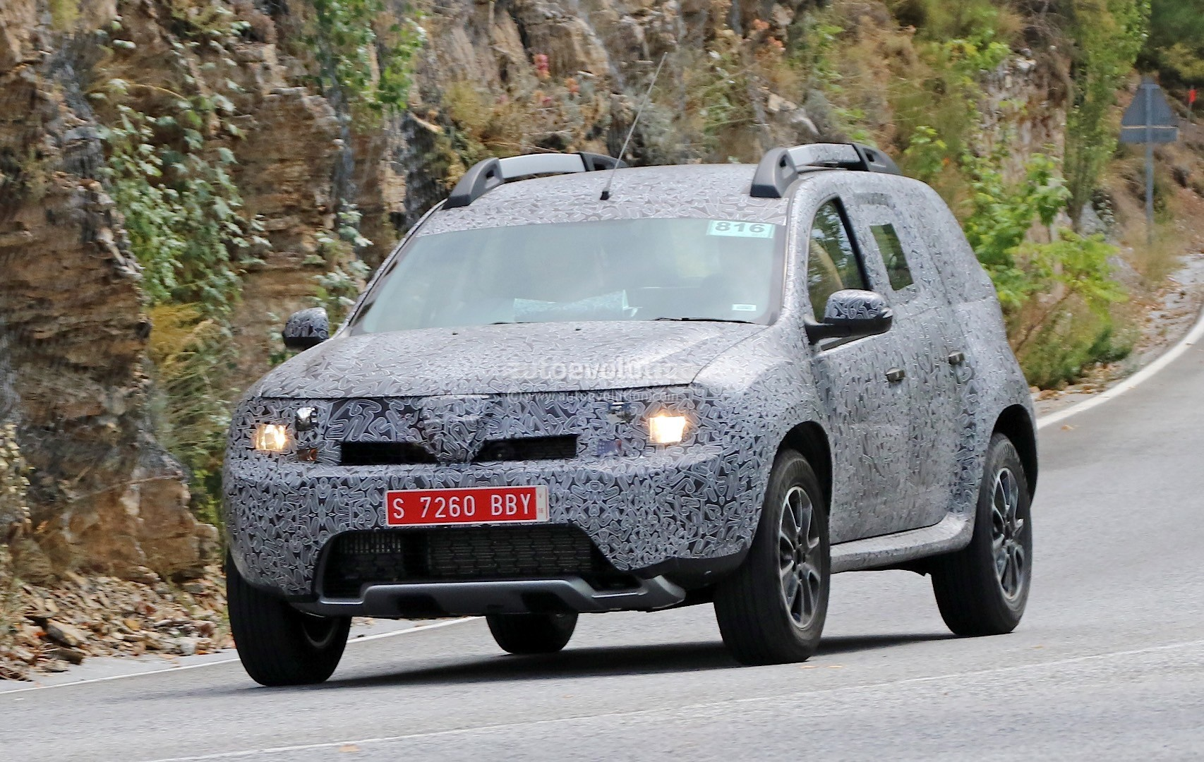 all new dacia duster caught in first spyshots frankfurt bringing 2016 updates for current model. Black Bedroom Furniture Sets. Home Design Ideas