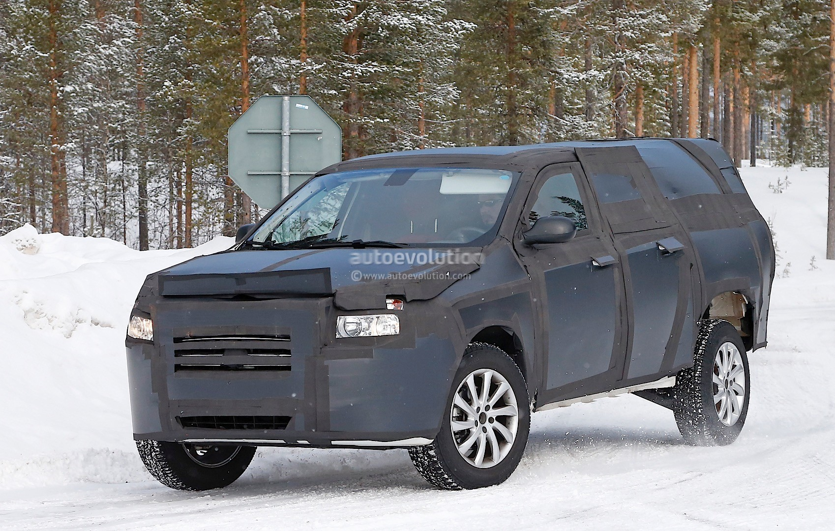all new dakota mid size ram pickup truck spied. Black Bedroom Furniture Sets. Home Design Ideas