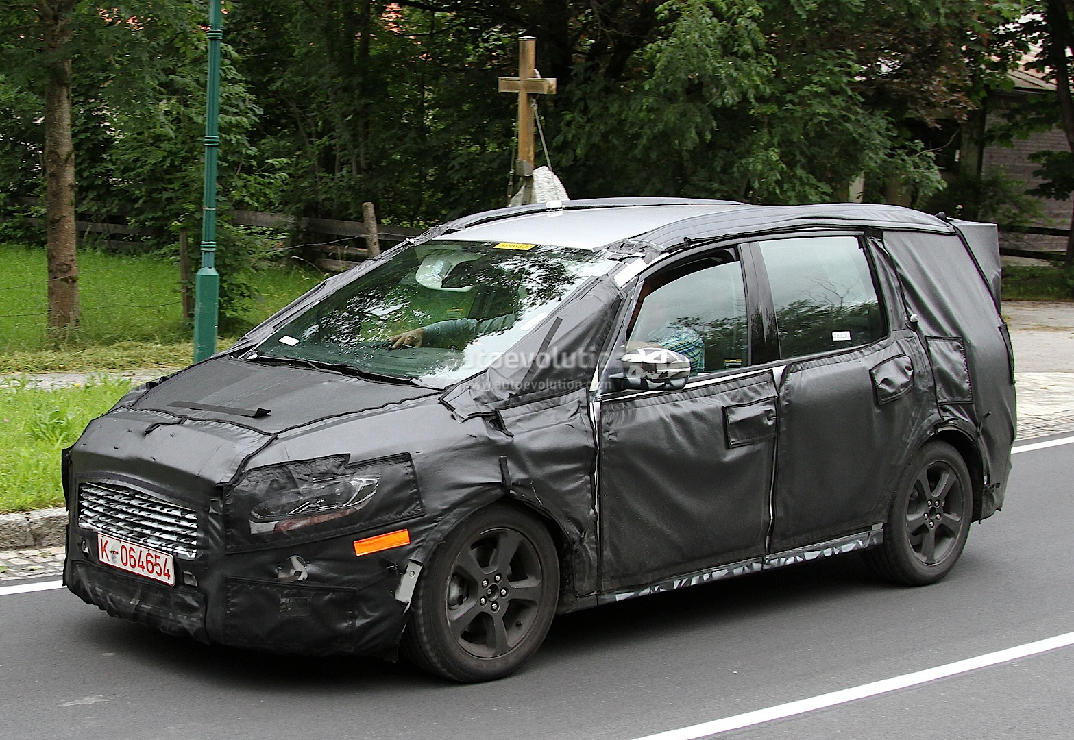 all new ford galaxy spied for the first time autoevolution. Black Bedroom Furniture Sets. Home Design Ideas