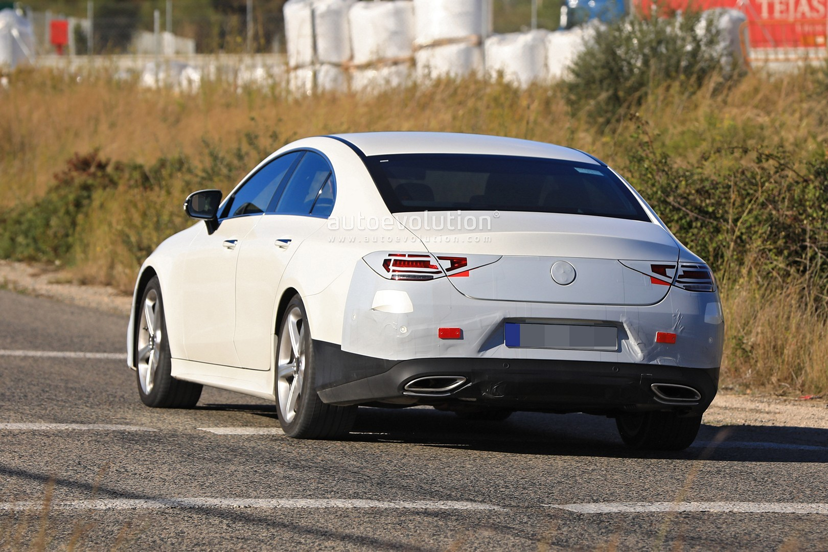 all-new-mercedes-cls-class-has-almost-no-camo-looks-pointy_17