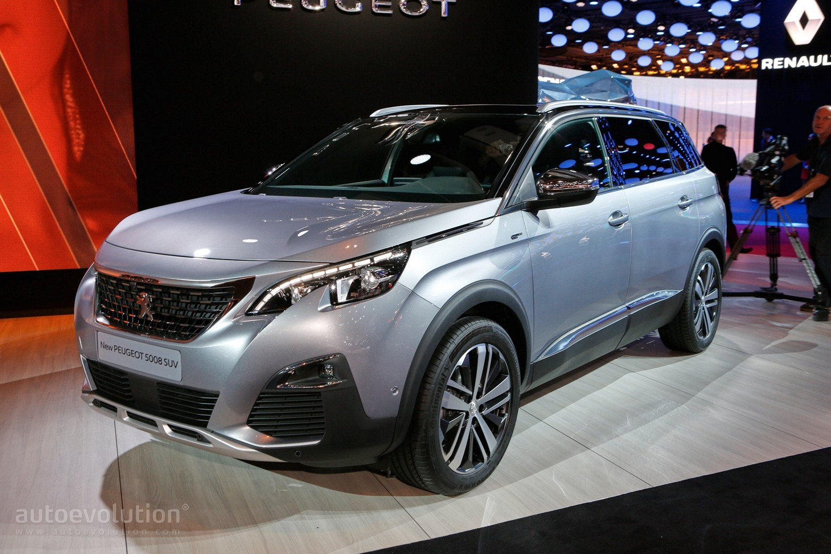 All New Peugeot 5008 Is A 7 Seater Crossover In Paris