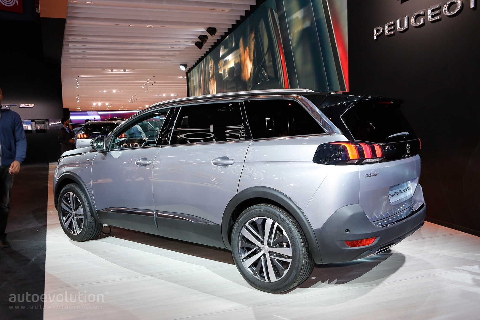 All-New Peugeot 5008 Is a 7-Seater Crossover in Paris - autoevolution